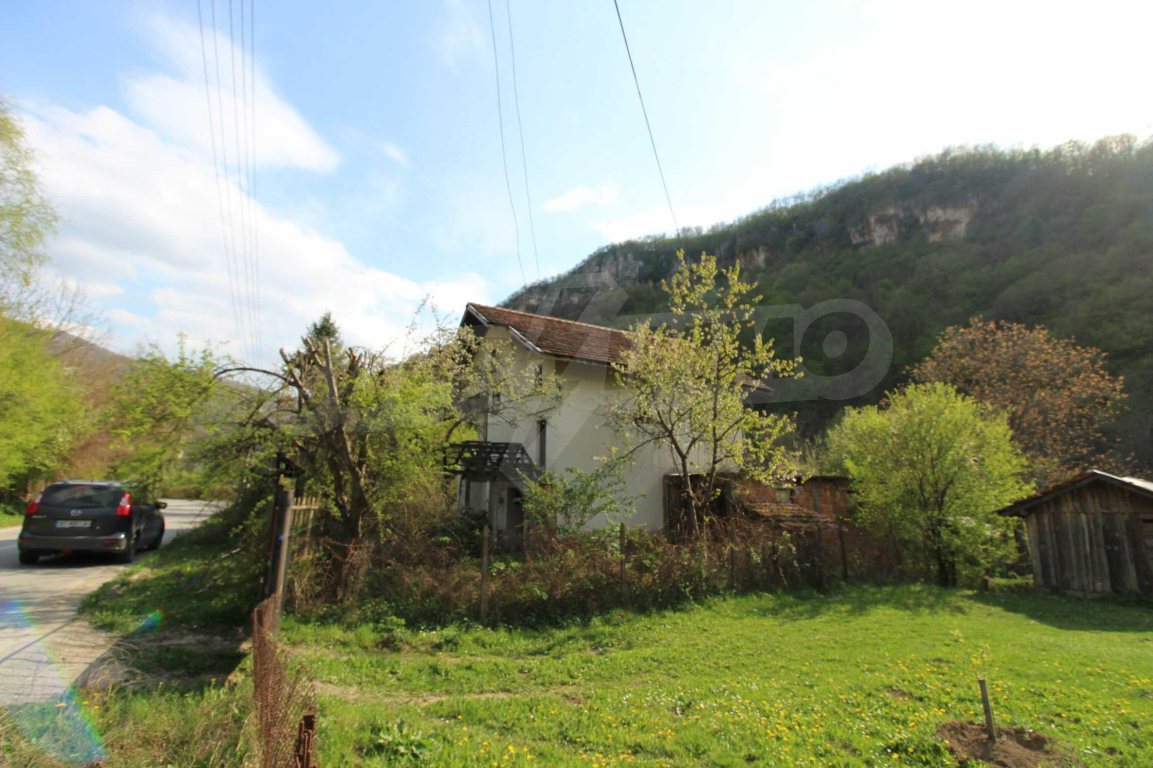 Чудесен планински имот в град Тетевен 1