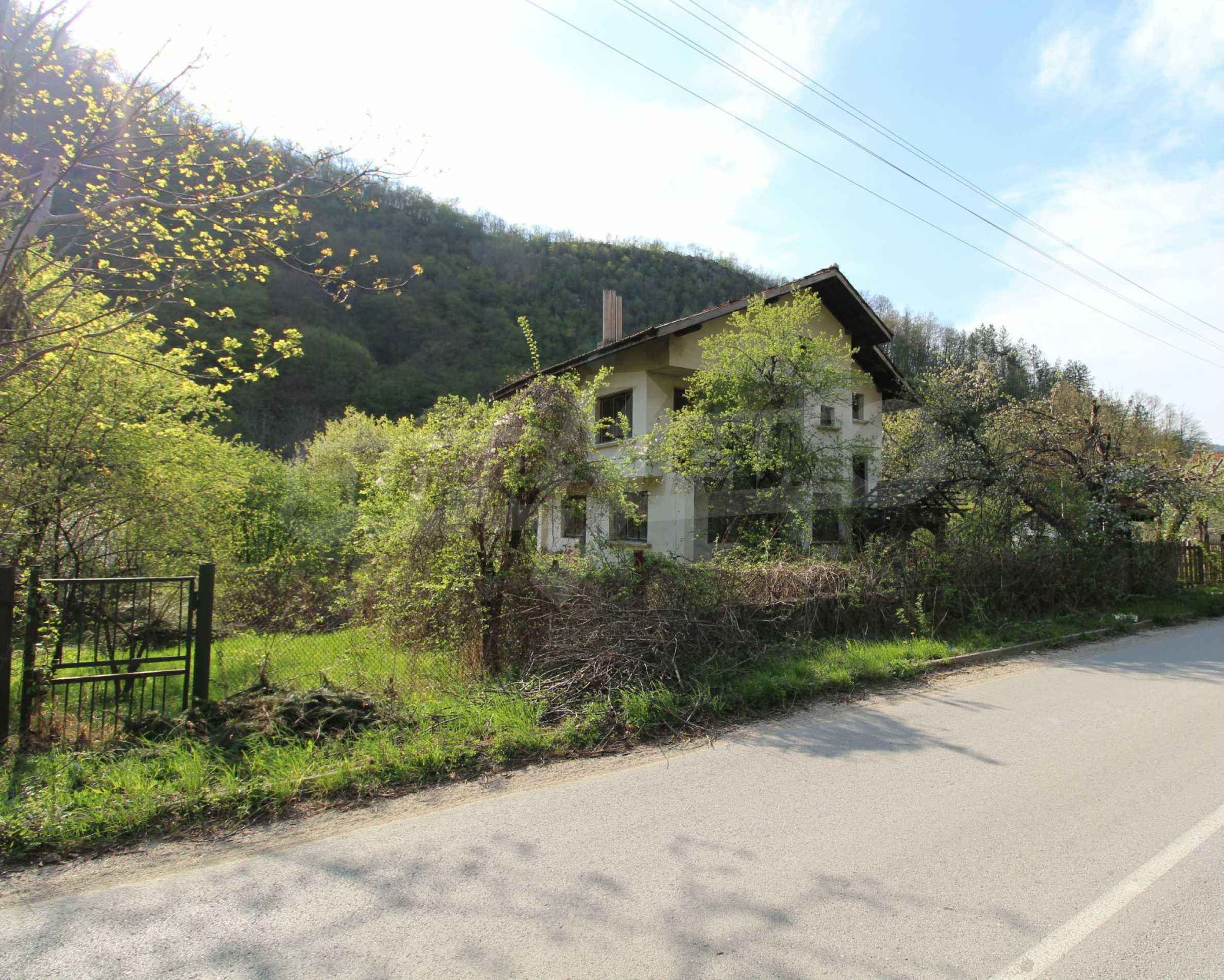 Чудесен планински имот в град Тетевен 2