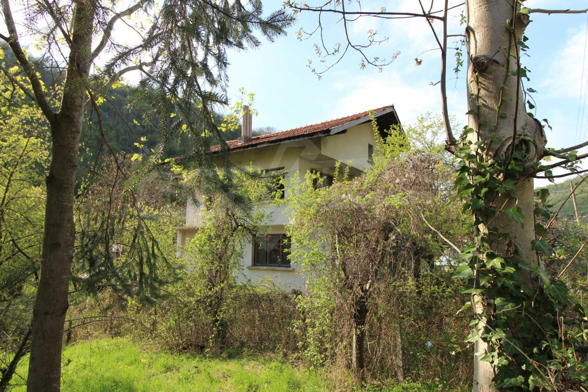 Чудесен планински имот в град Тетевен 39