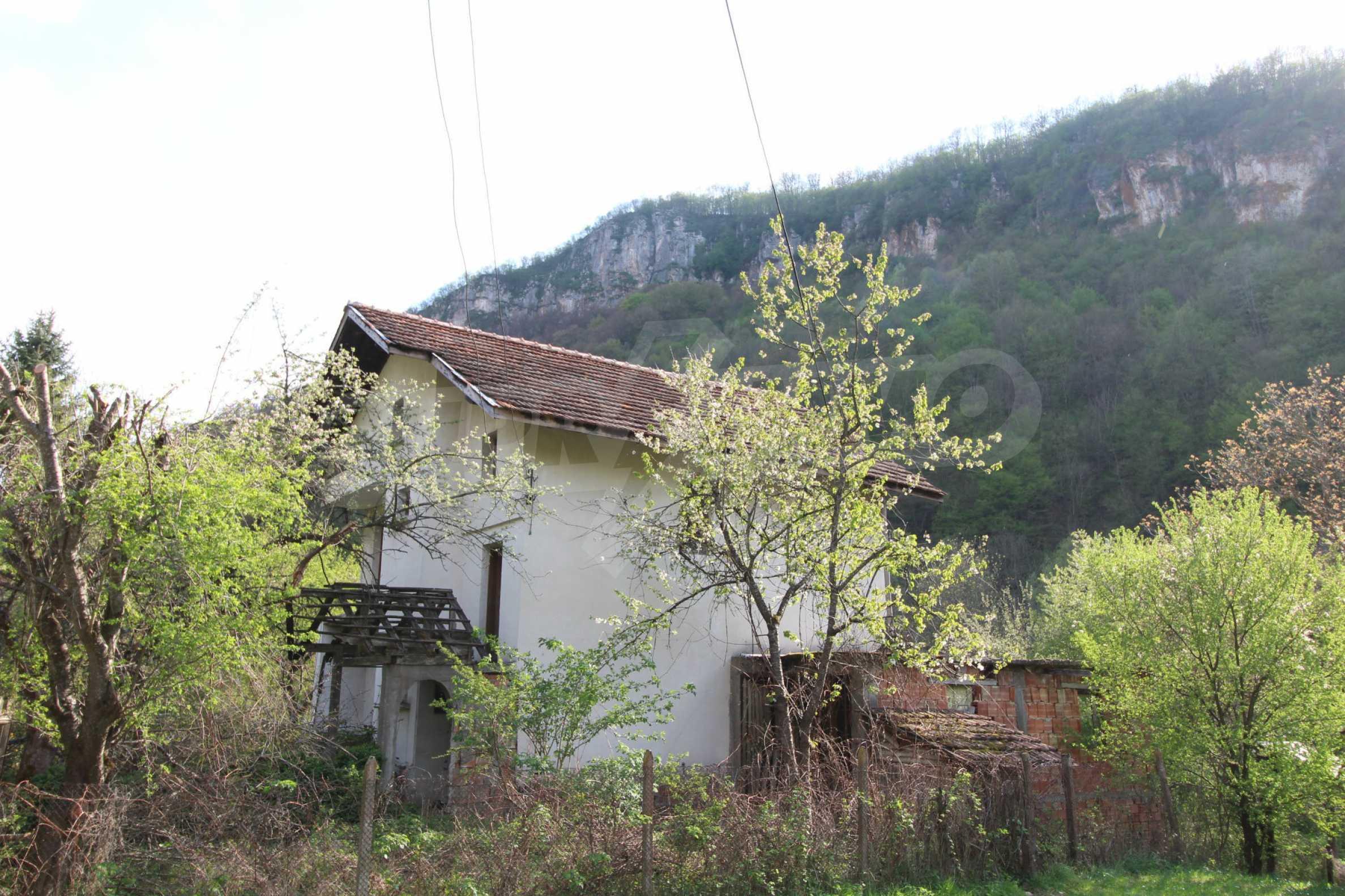 Чудесен планински имот в град Тетевен 4