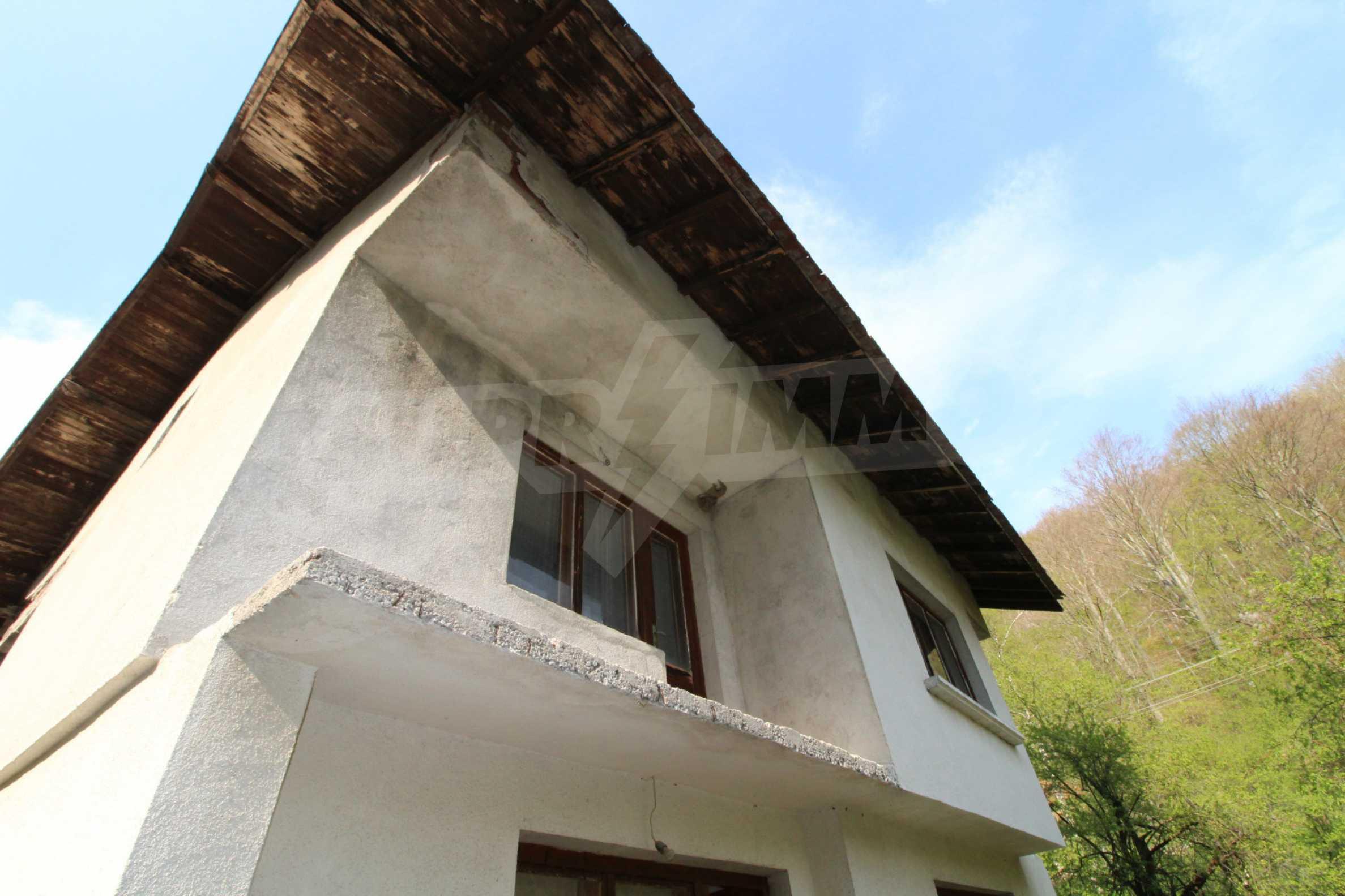 Чудесен планински имот в град Тетевен 8