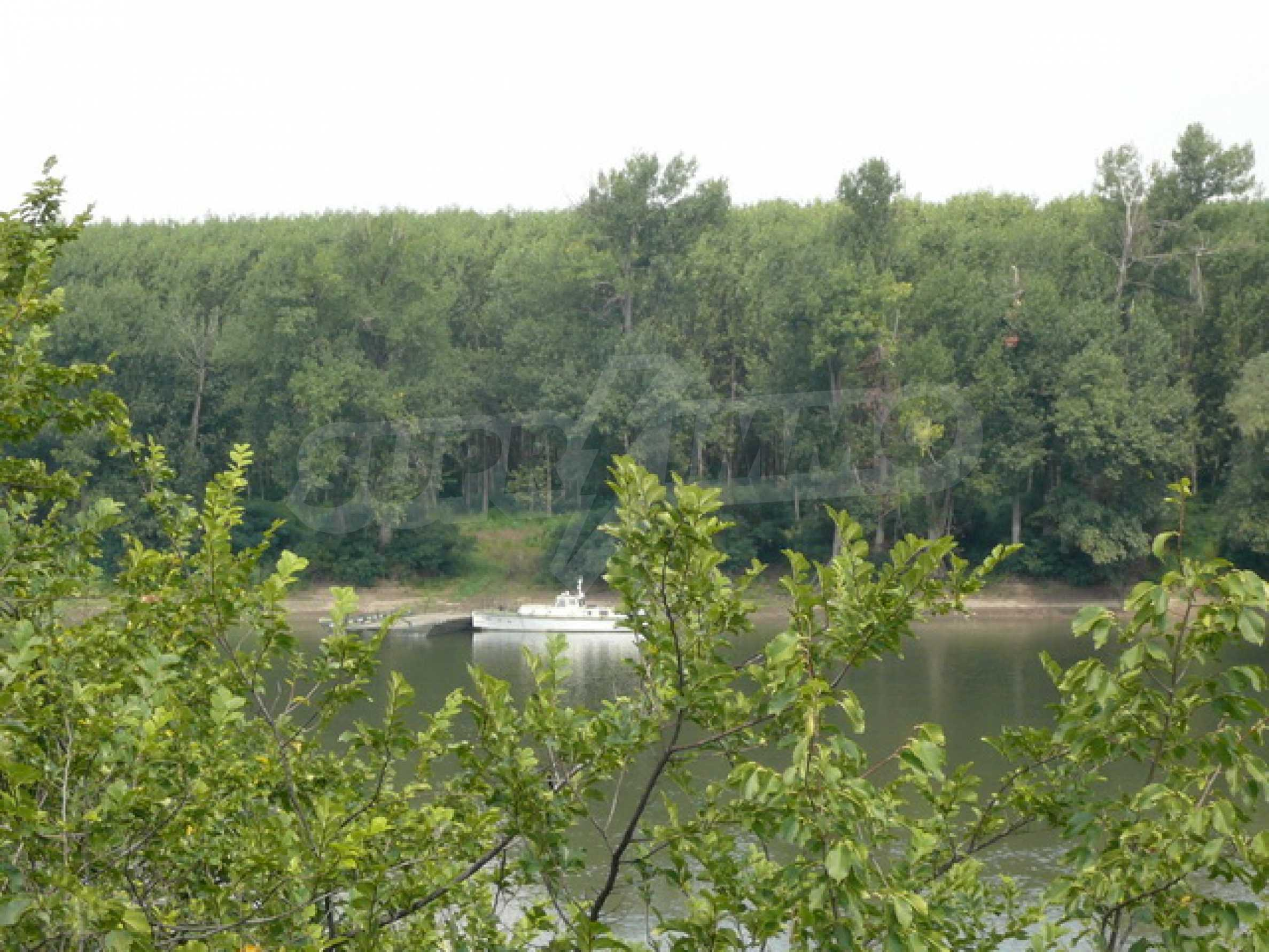 Property on the bank of the River Danube 9