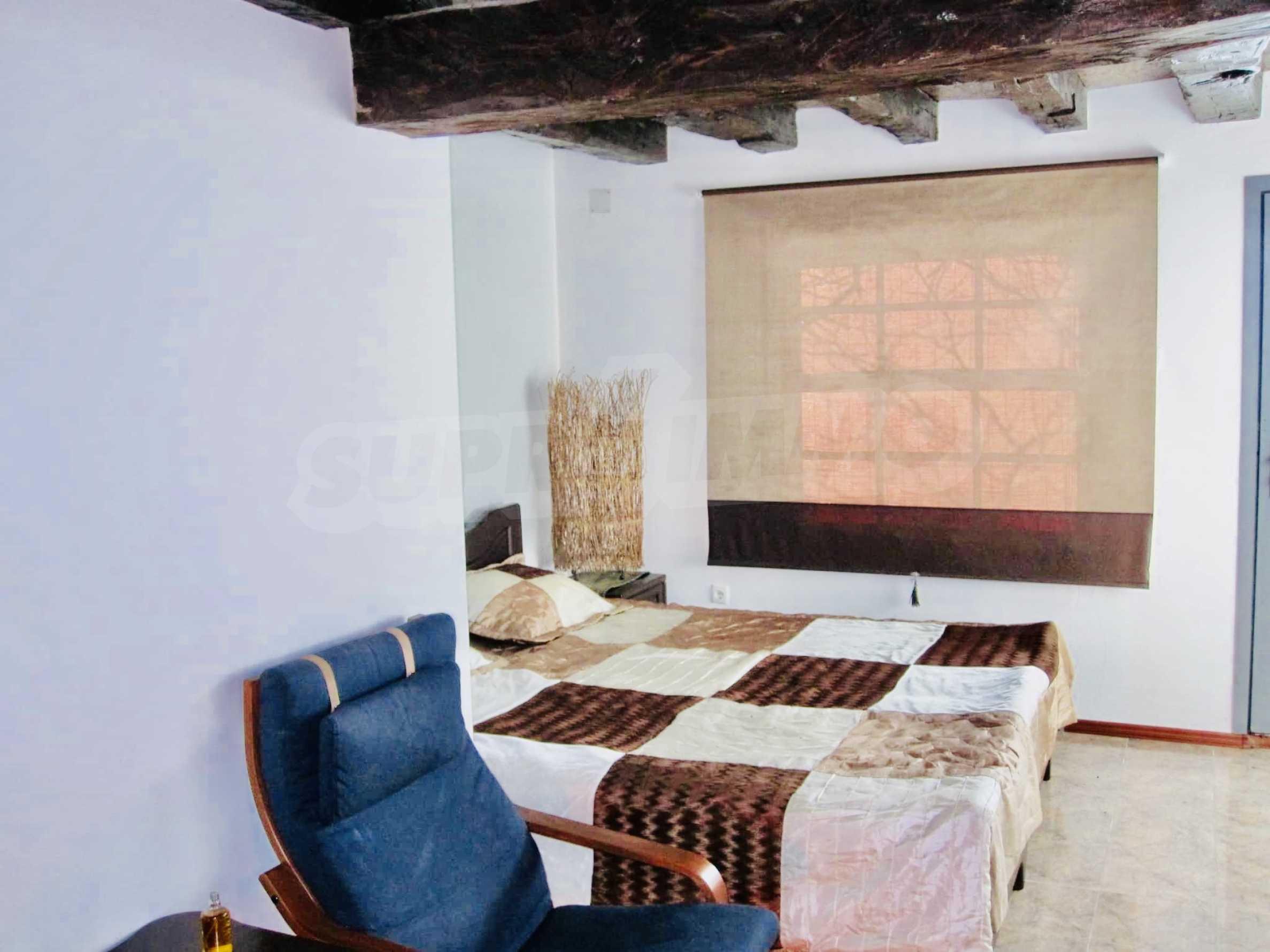 Реновирана двуетажна къща на 11 км от град Троян  3