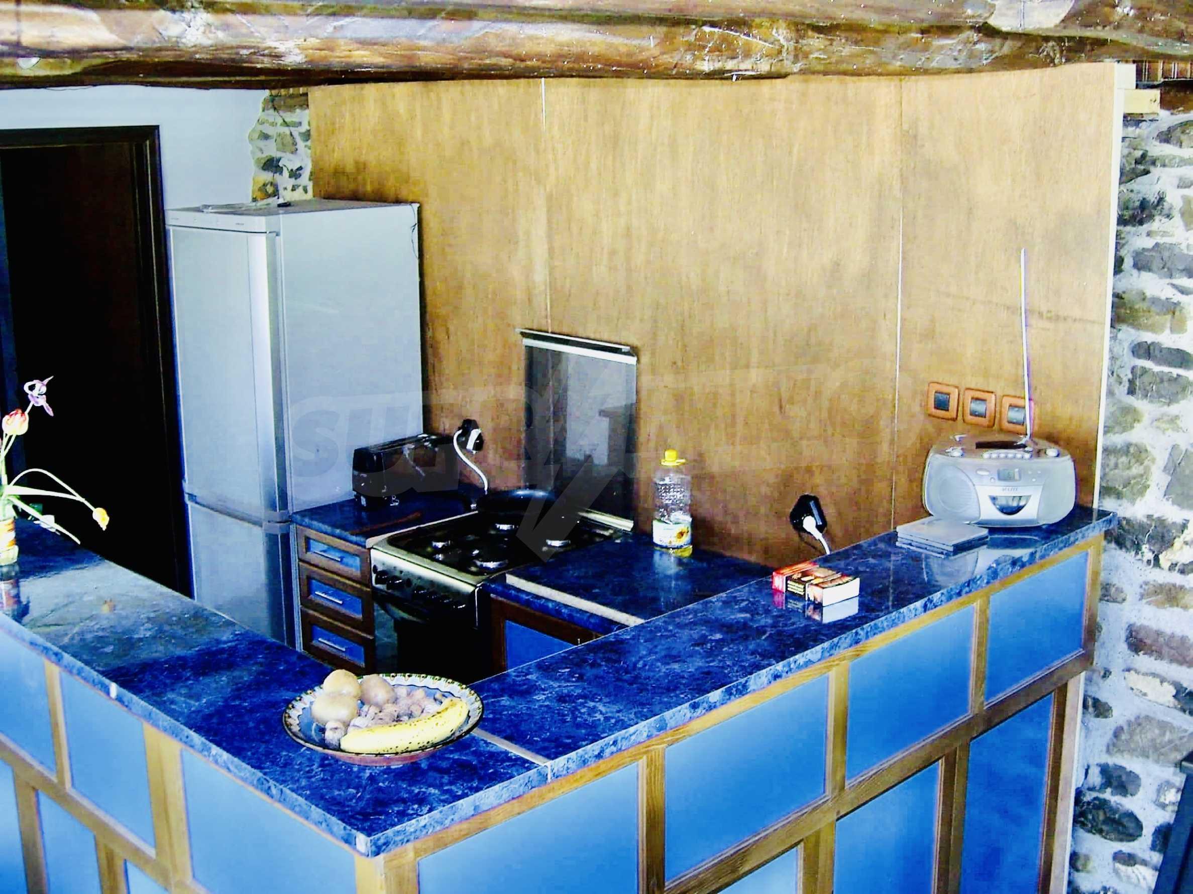 Реновирана двуетажна къща на 11 км от град Троян  5