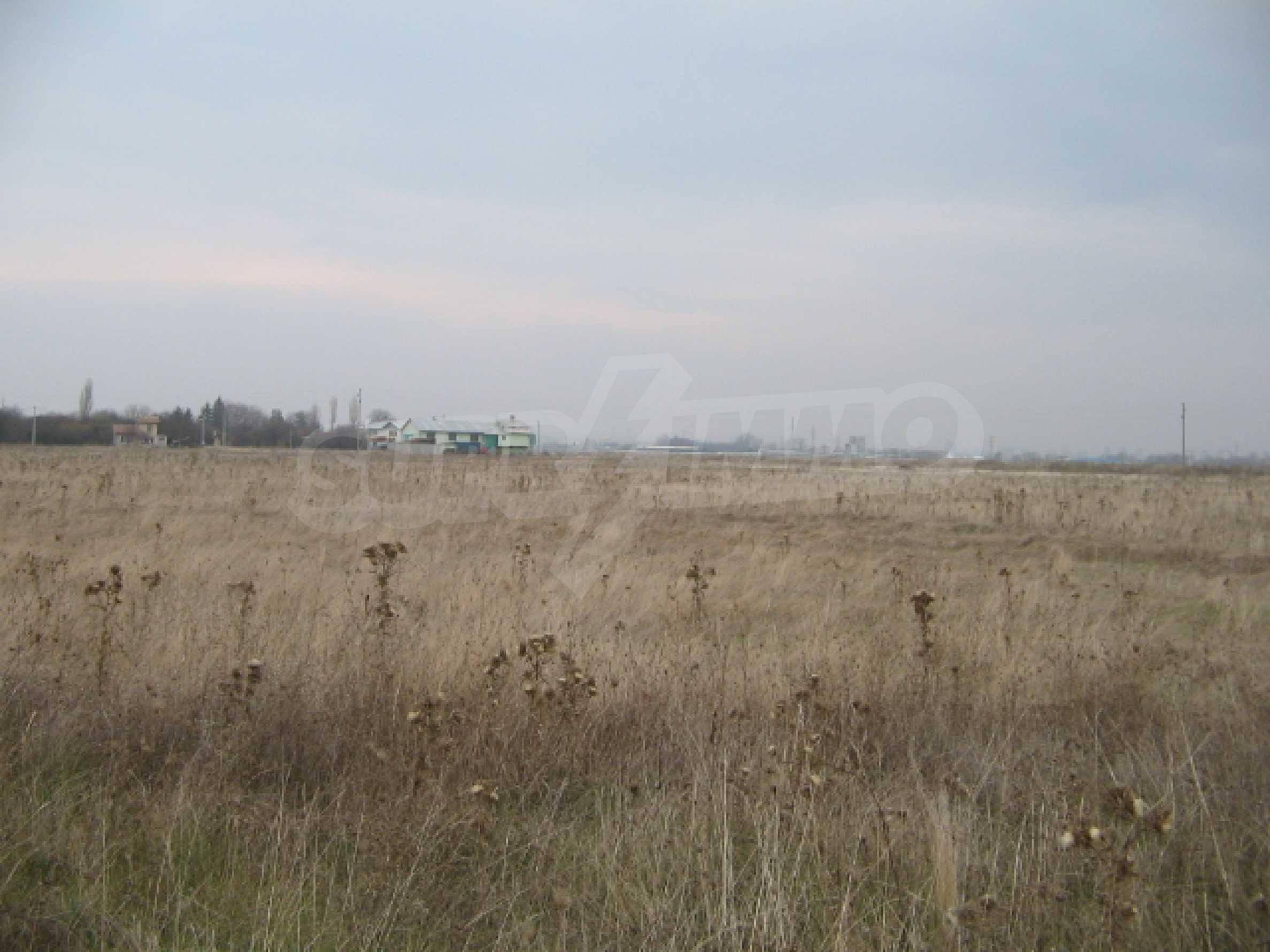 Сельскохозяйственная земля в г. София 3