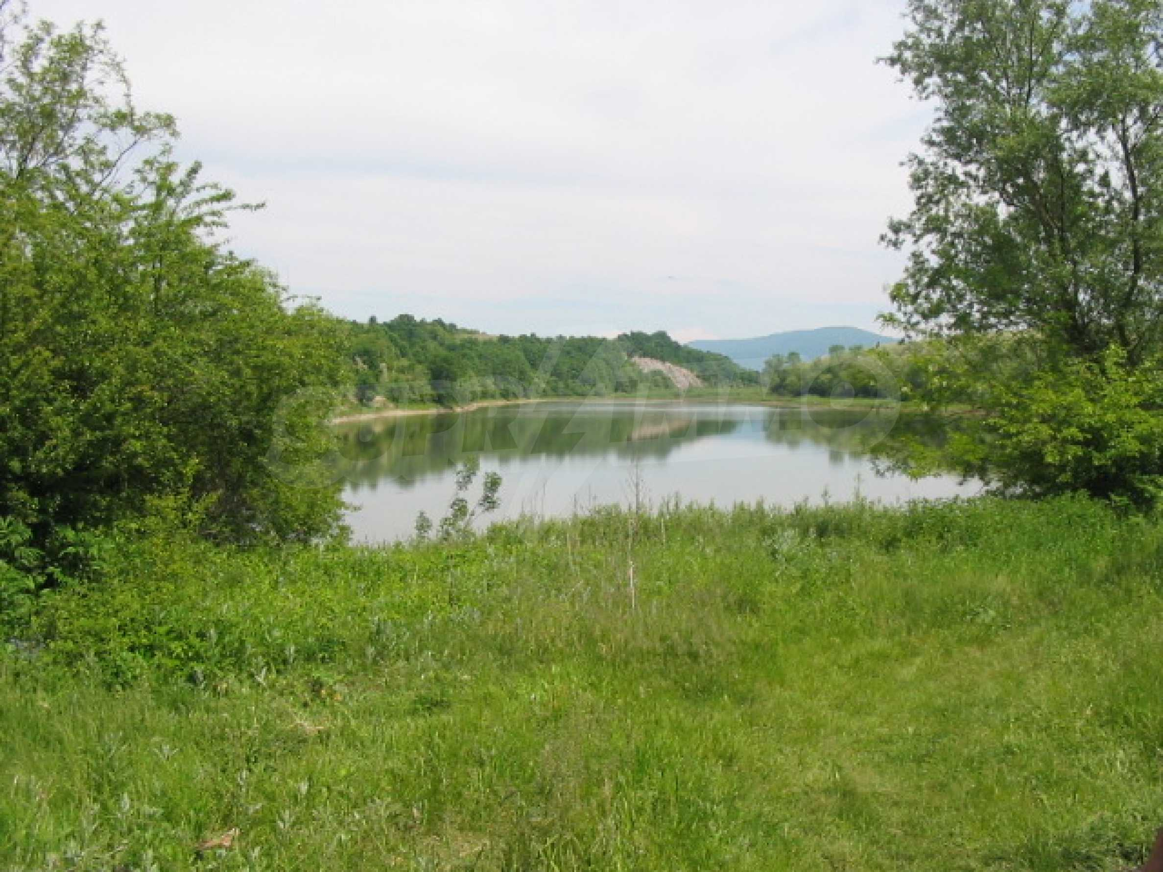 Private dam with land near Veliko Tarnovo 1
