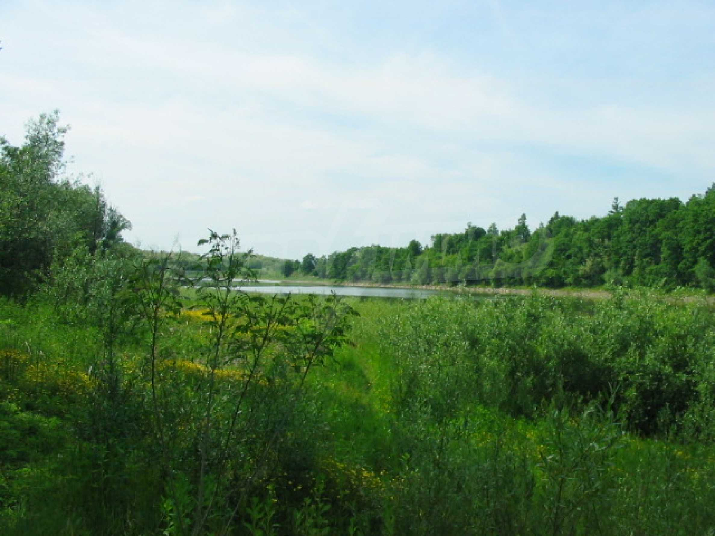 Язовир с прилежаща земя на 7 км от Велико Търново 3