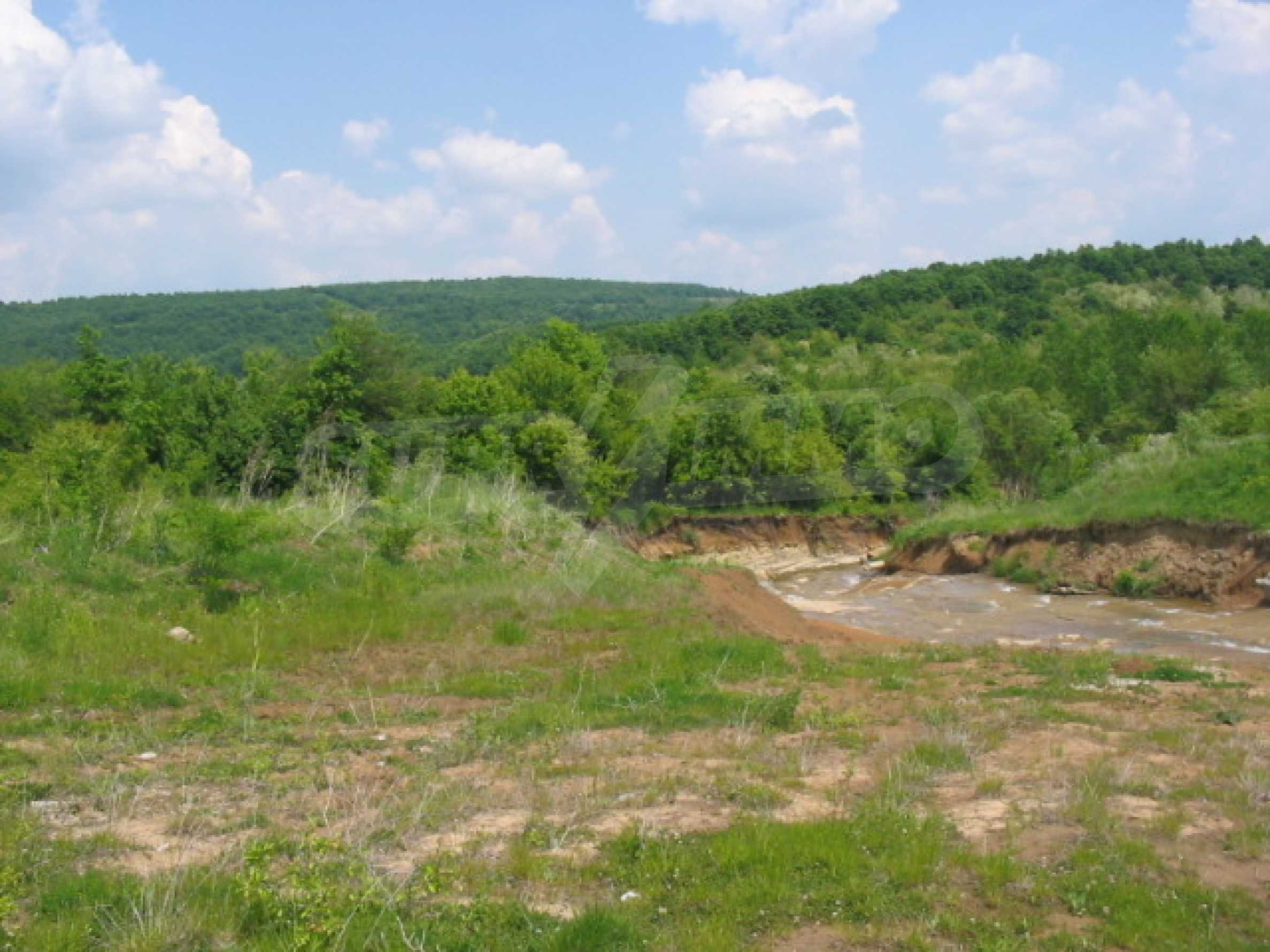 Private dam with land near Veliko Tarnovo 8