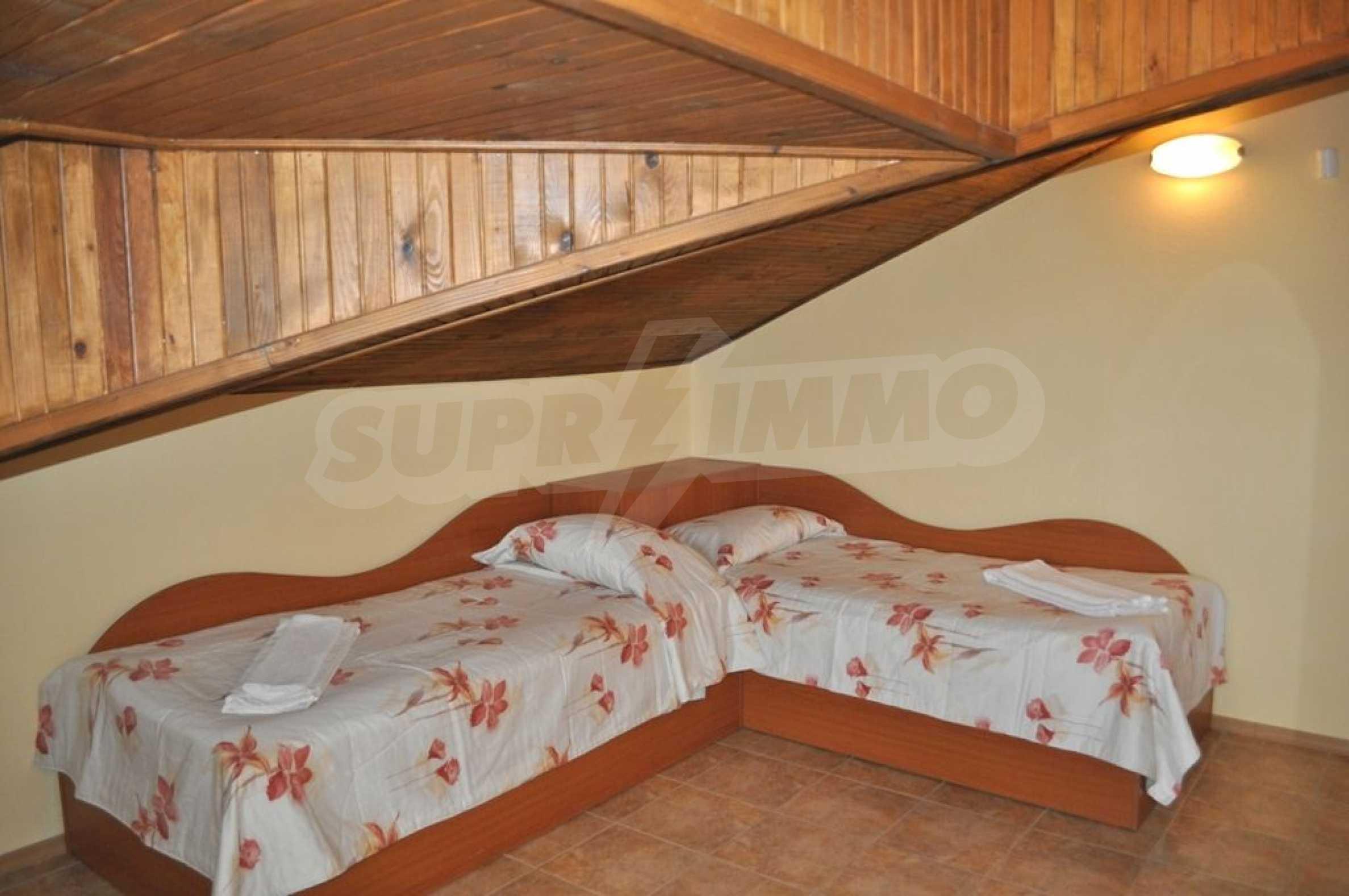 Вила с басейн и 6 спални до к.к. Албена 20