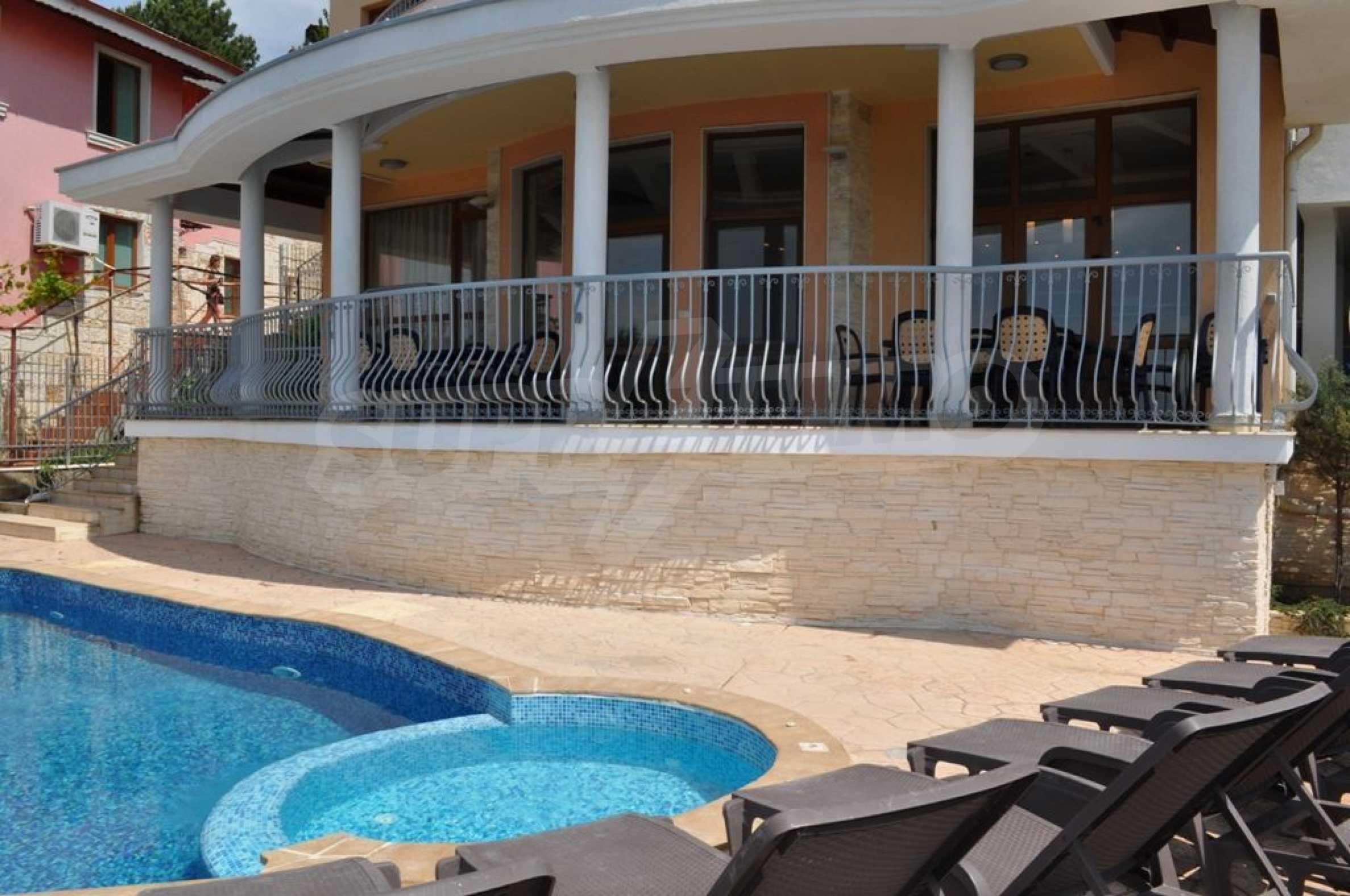 Villa mit Swimmingpool und 6 Schlafzimmern in der Nähe des Resorts Albena 3
