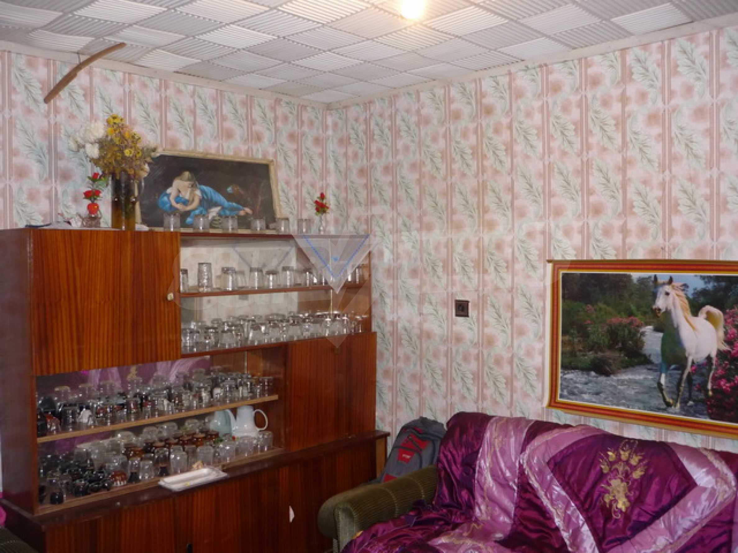Zweistöckiges Haus zum Verkauf in einem Dorf 40 km von Veliko Tarnovo entfernt 9