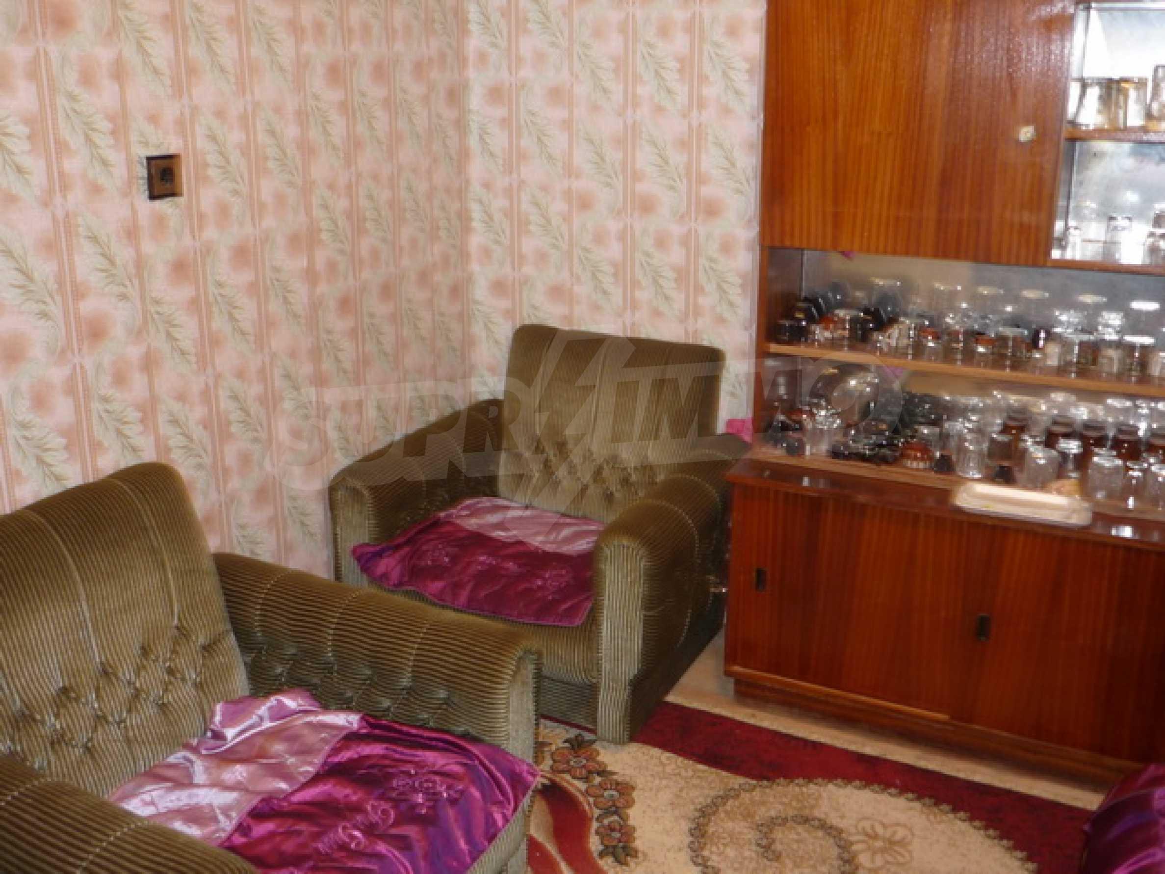 Zweistöckiges Haus zum Verkauf in einem Dorf 40 km von Veliko Tarnovo entfernt 10