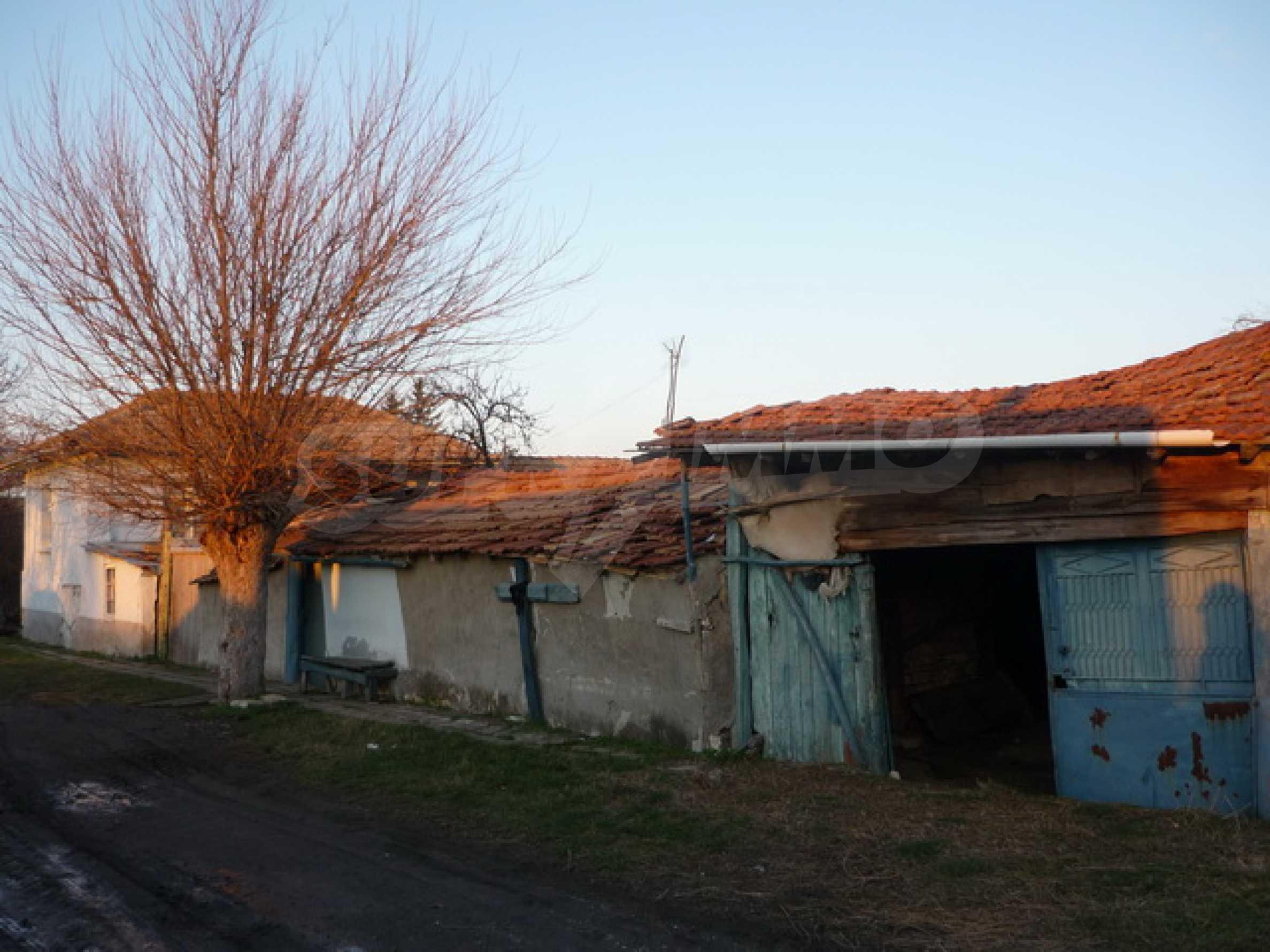 Zweistöckiges Haus zum Verkauf in einem Dorf 40 km von Veliko Tarnovo entfernt 1