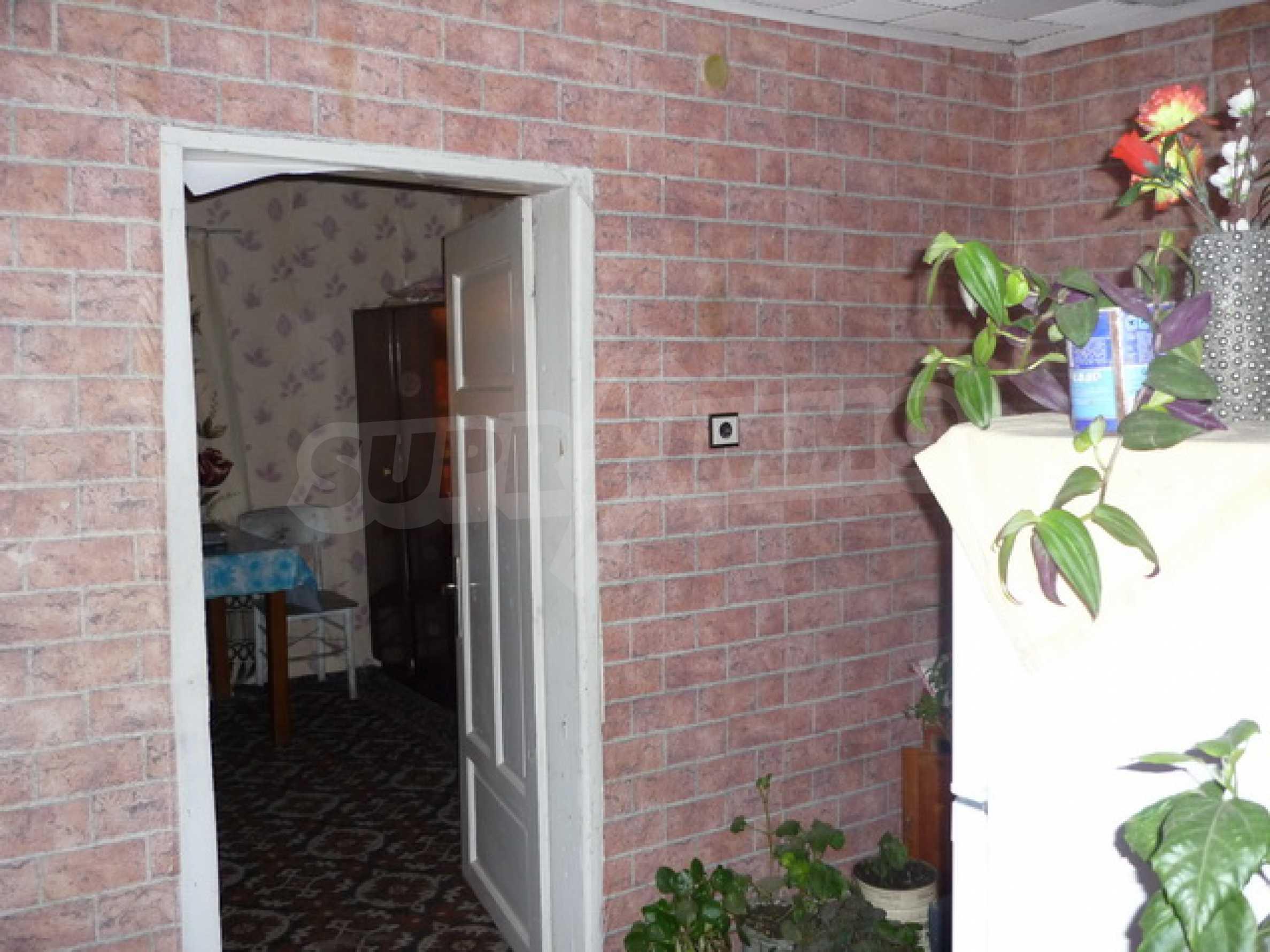 Zweistöckiges Haus zum Verkauf in einem Dorf 40 km von Veliko Tarnovo entfernt 6
