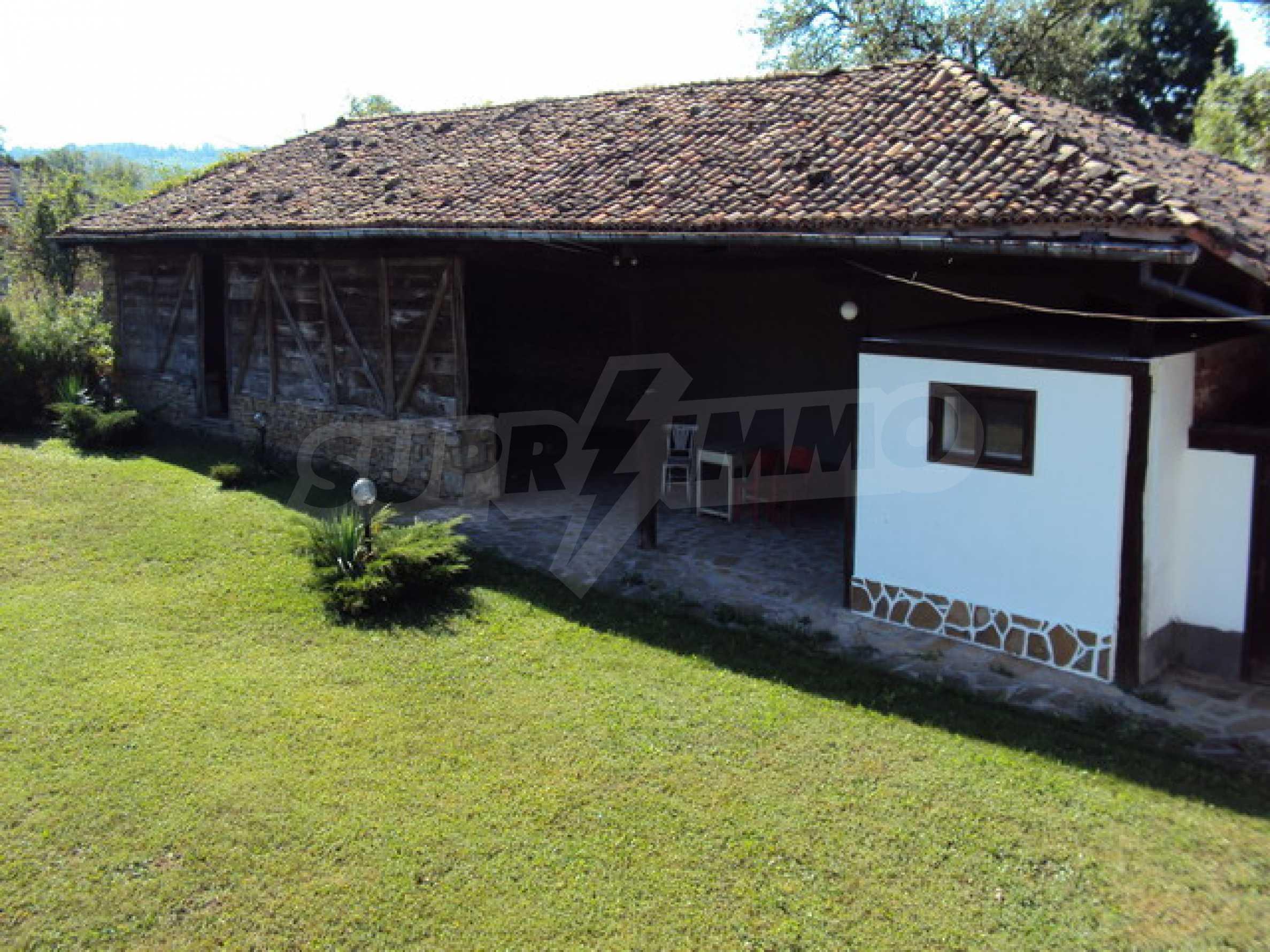 Ремонтирана традиционна къща 18