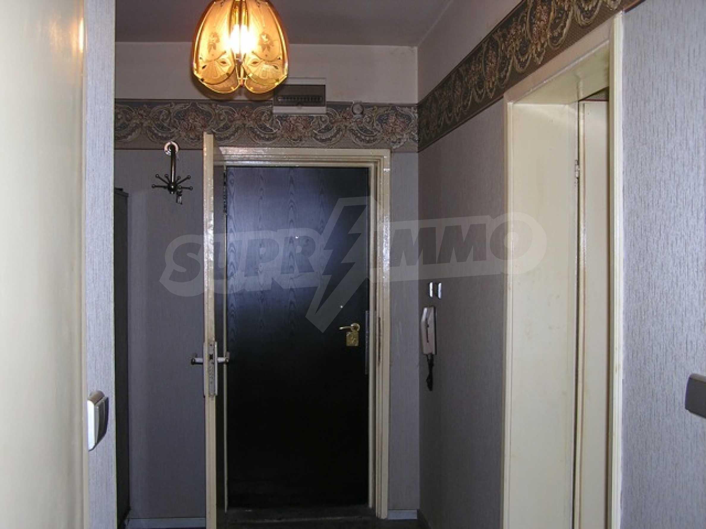 Трехкомнатная квартира в г. София 11