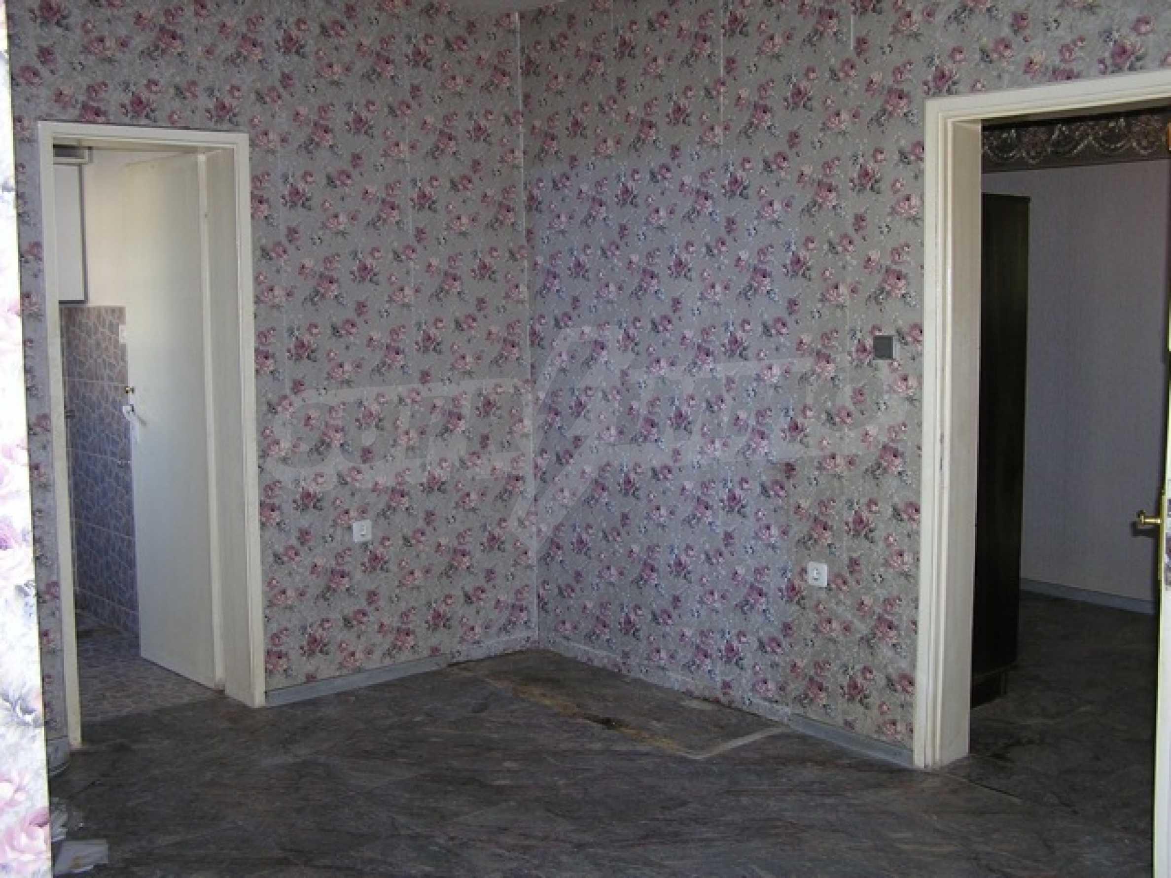 Трехкомнатная квартира в г. София 3