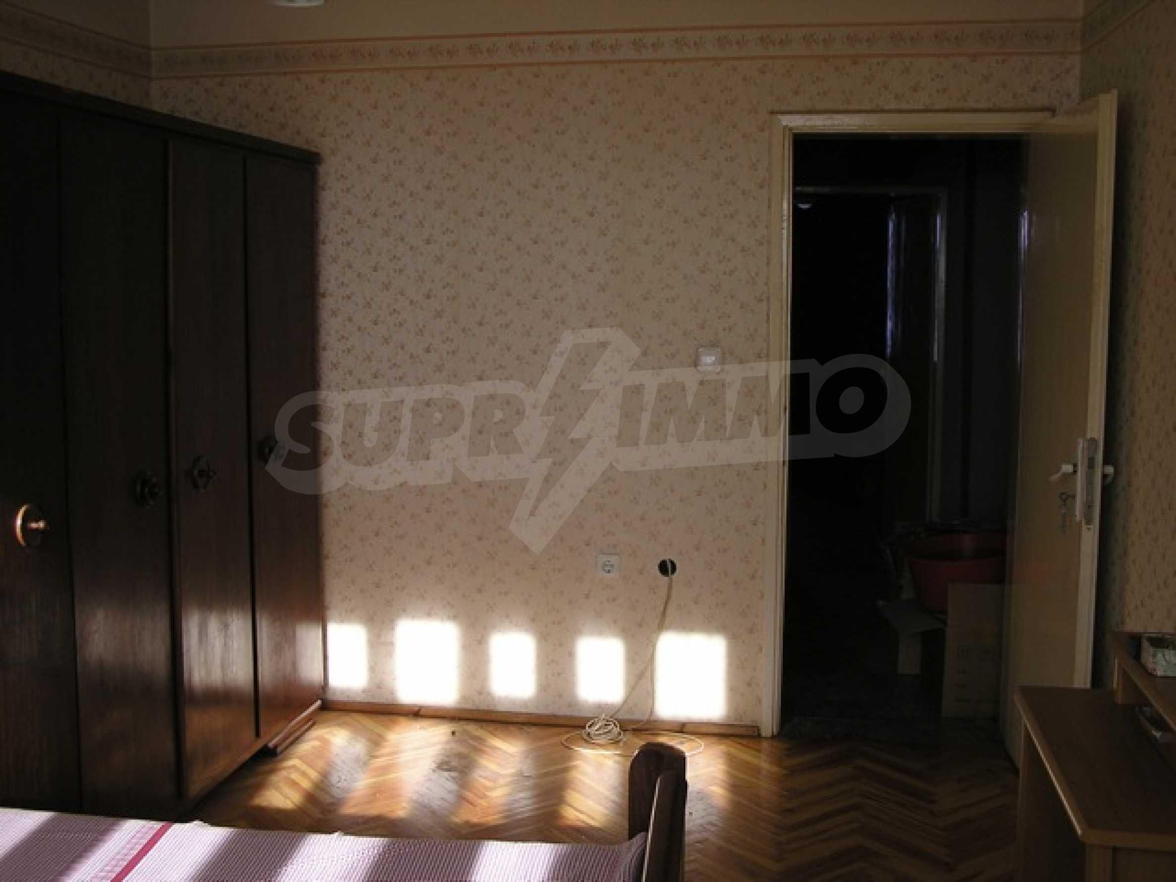 Трехкомнатная квартира в г. София 5