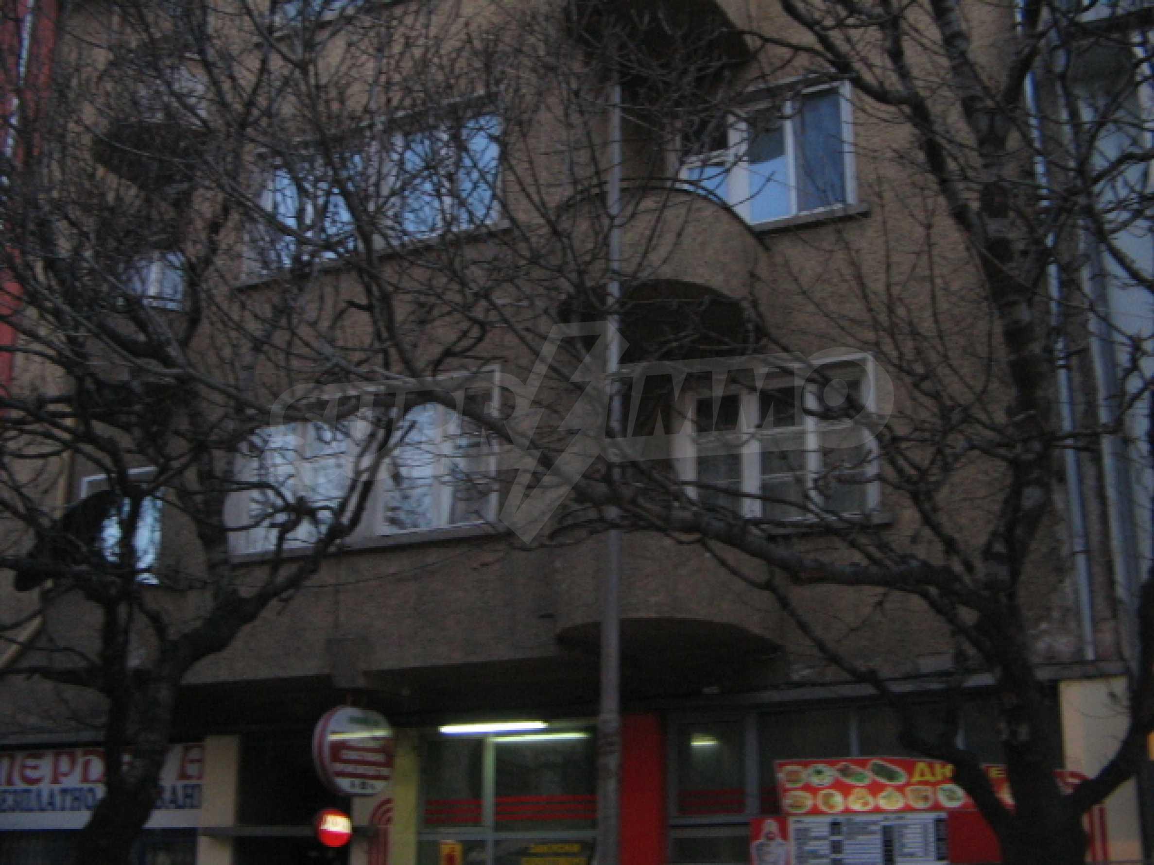 Трехкомнатная квартира в г. София 1