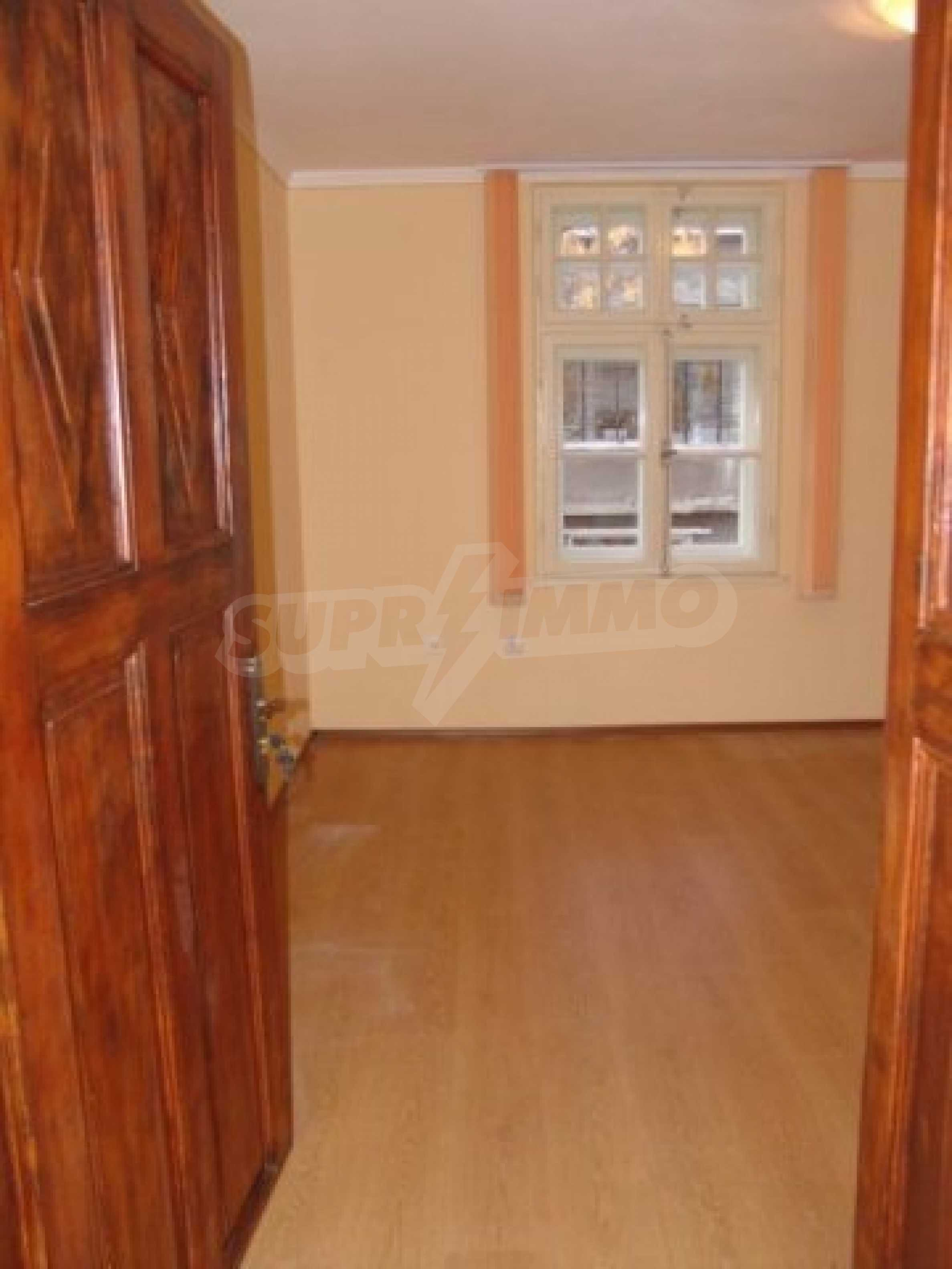 Етаж от къща автентичен дух в идеалния център на Варна 9