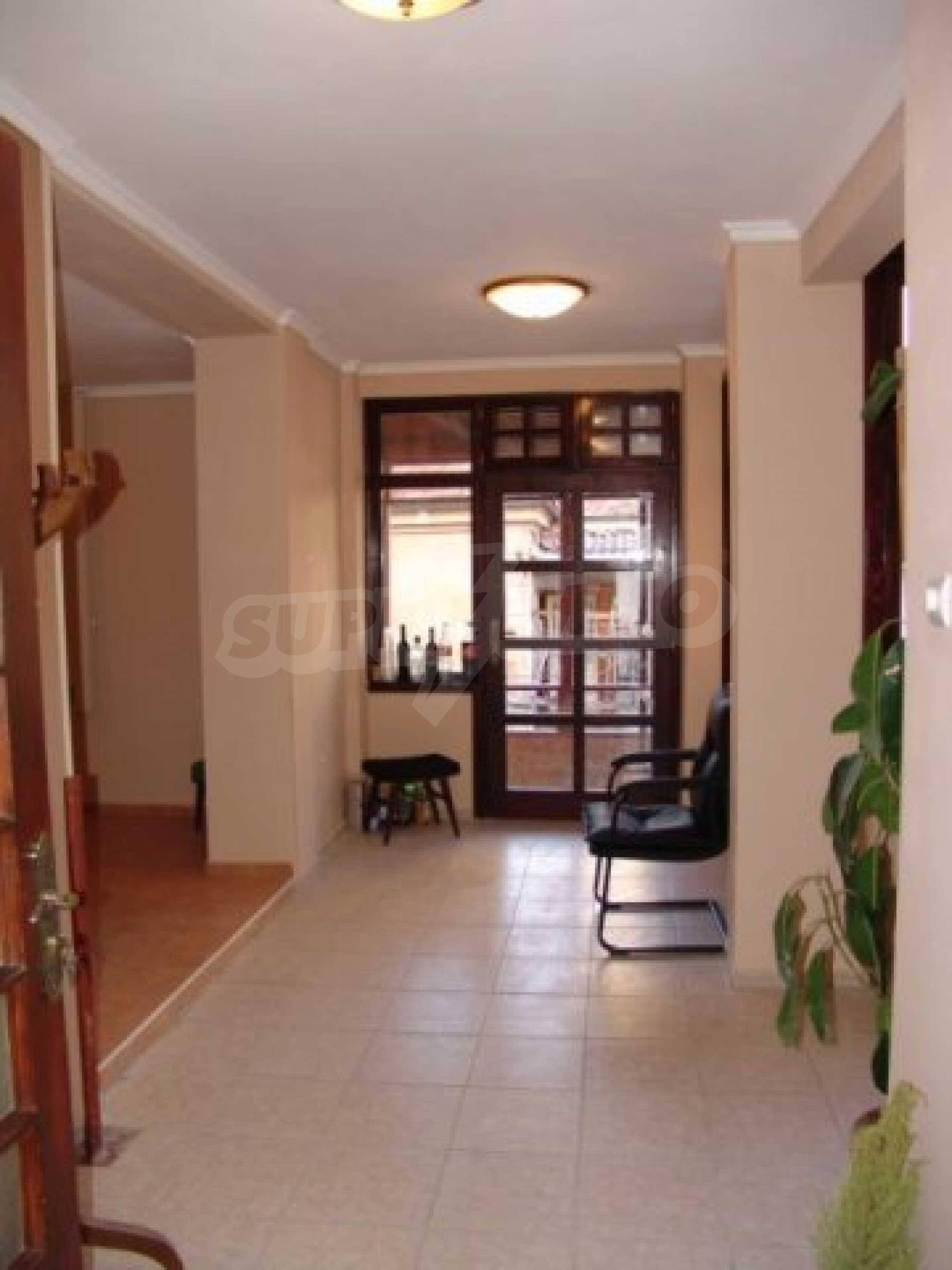 Етаж от къща автентичен дух в идеалния център на Варна 5