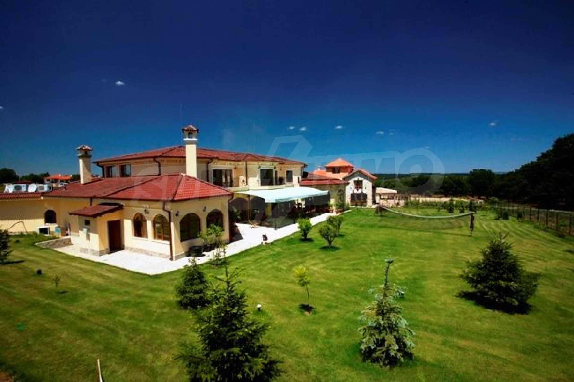 Великолепно имение с басейн и градина във френския стил прованс
