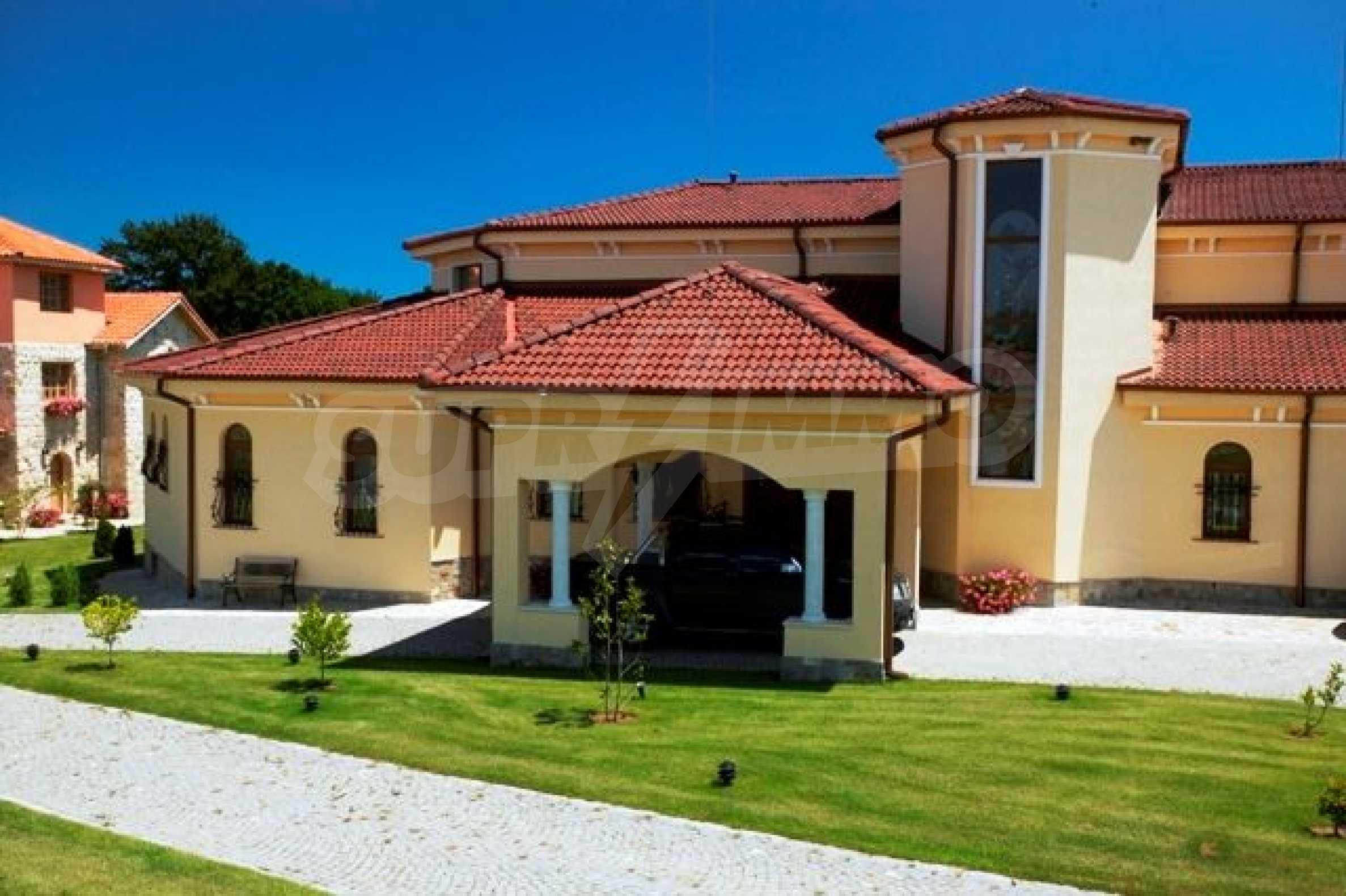 Великолепно имение с басейн и градина във френския стил прованс 9