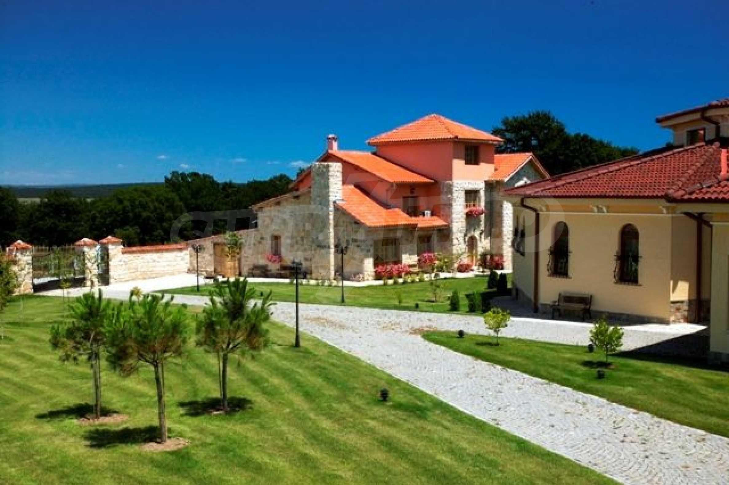 Великолепно имение с басейн и градина във френския стил прованс 10