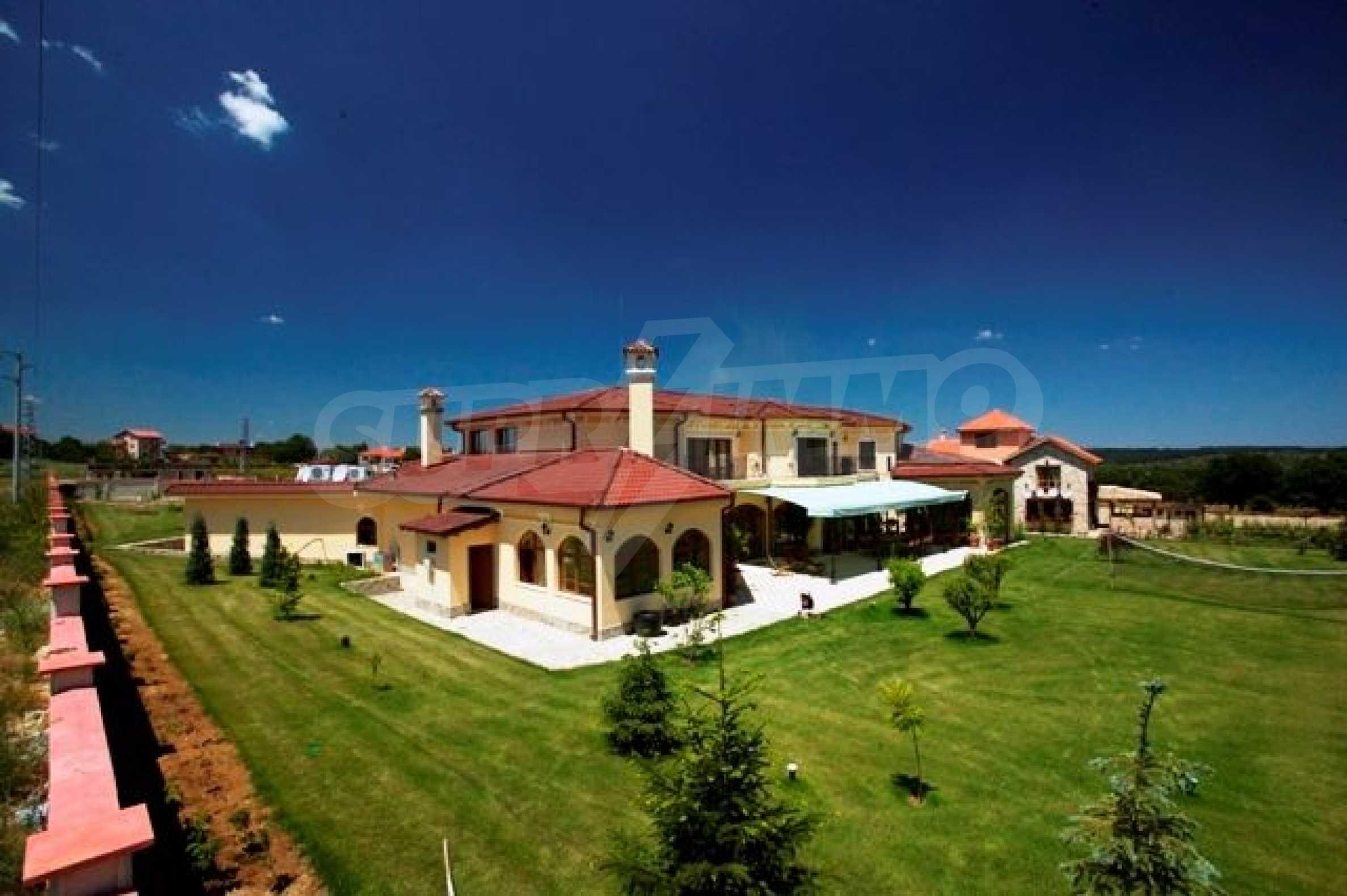 Великолепно имение с басейн и градина във френския стил прованс 11