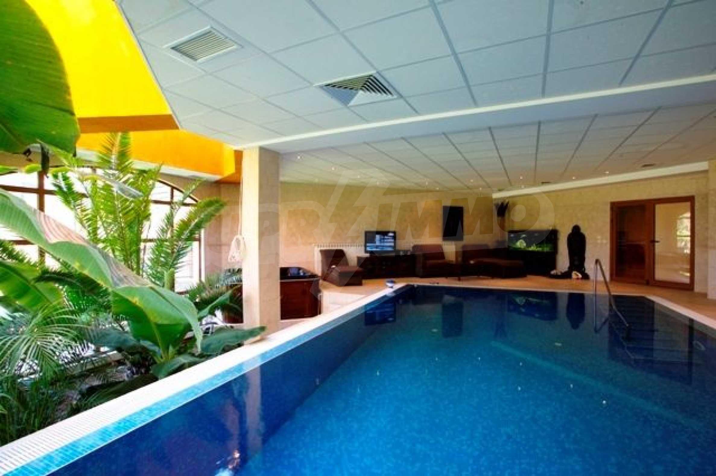 Великолепно имение с басейн и градина във френския стил прованс 13
