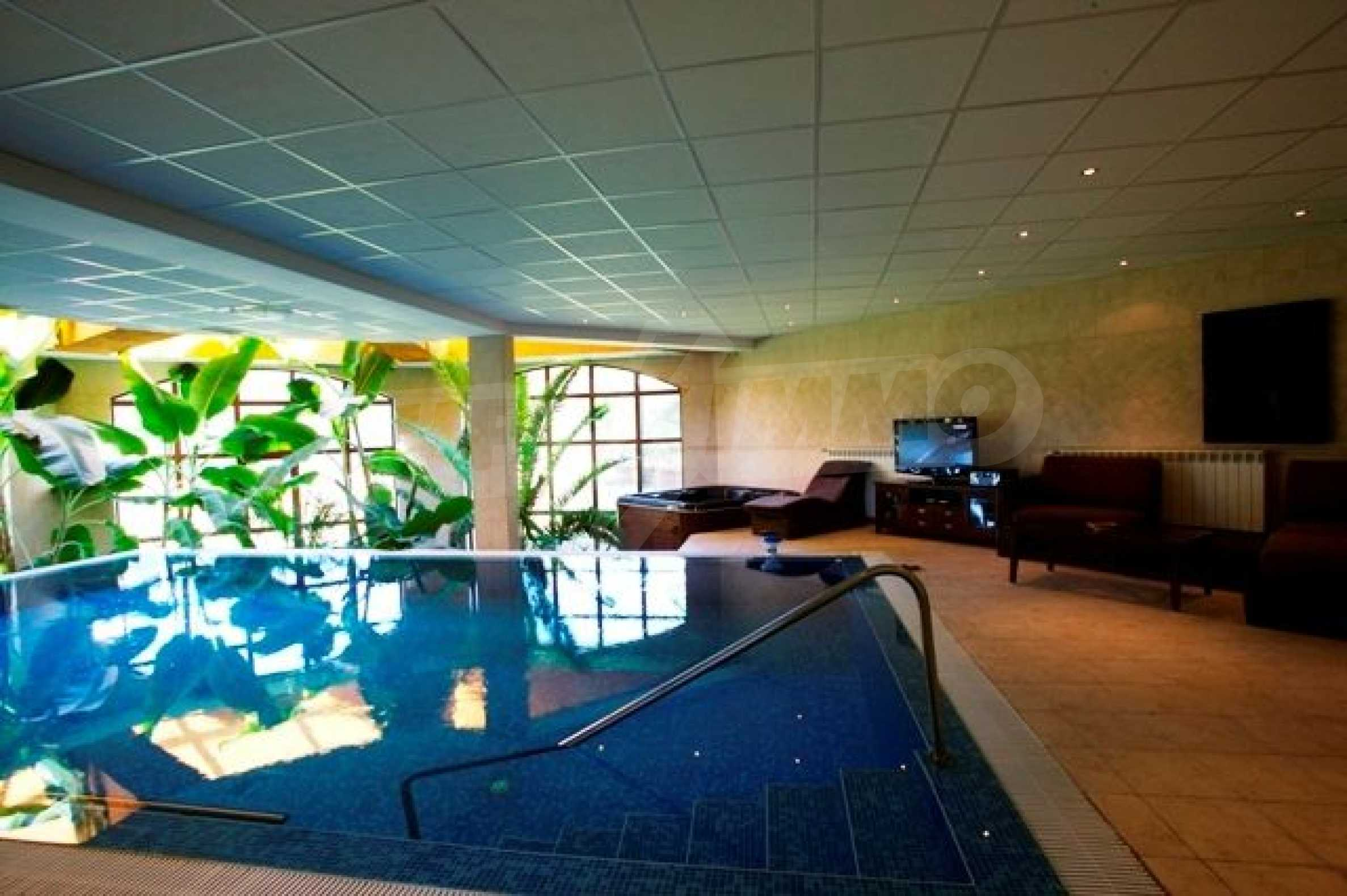 Великолепно имение с басейн и градина във френския стил прованс 14