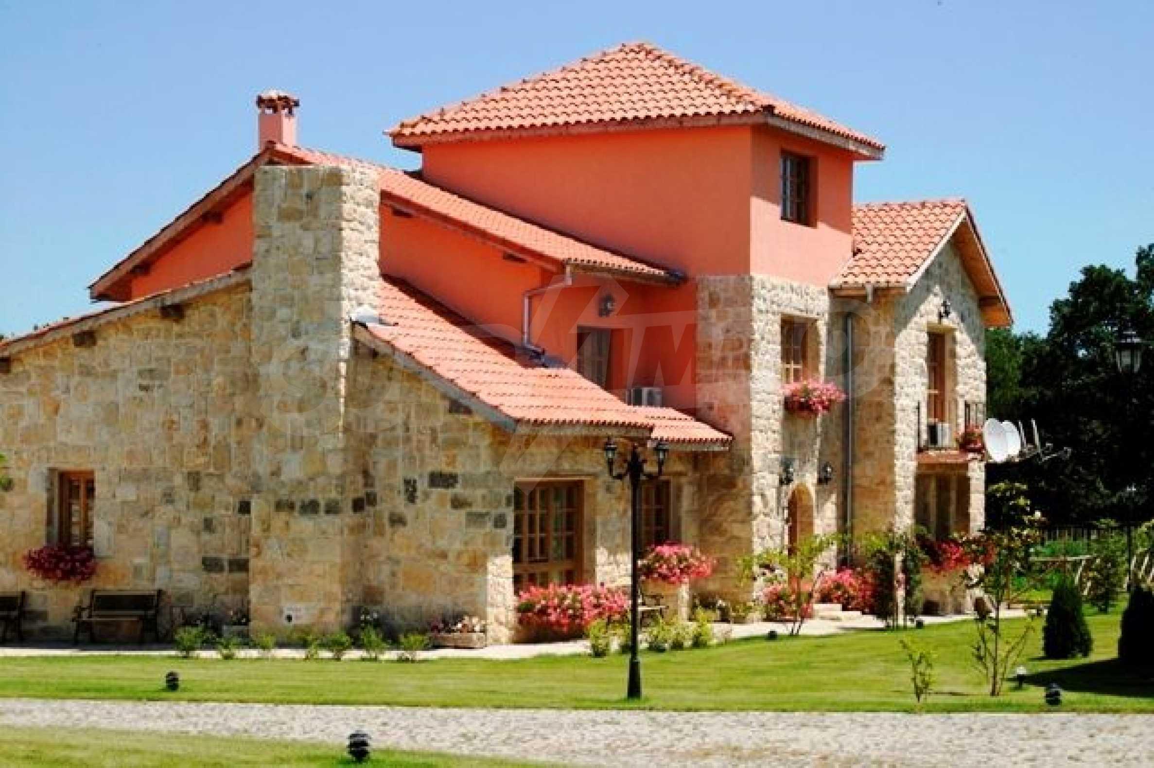 Великолепно имение с басейн и градина във френския стил прованс 16