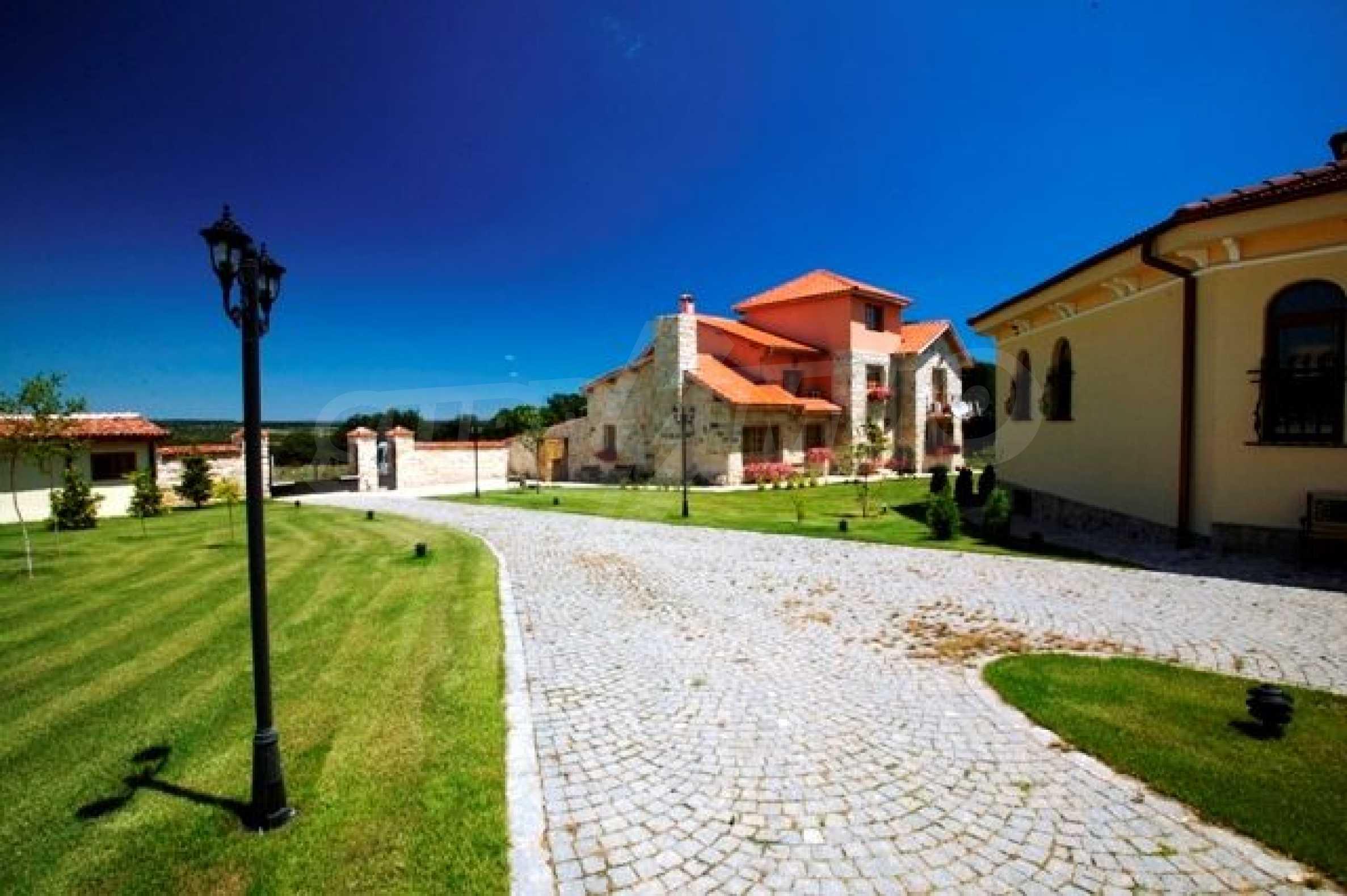 Великолепно имение с басейн и градина във френския стил прованс 17