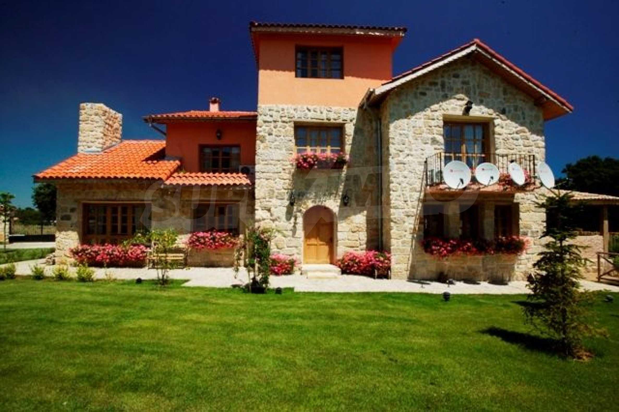 Великолепно имение с басейн и градина във френския стил прованс 18