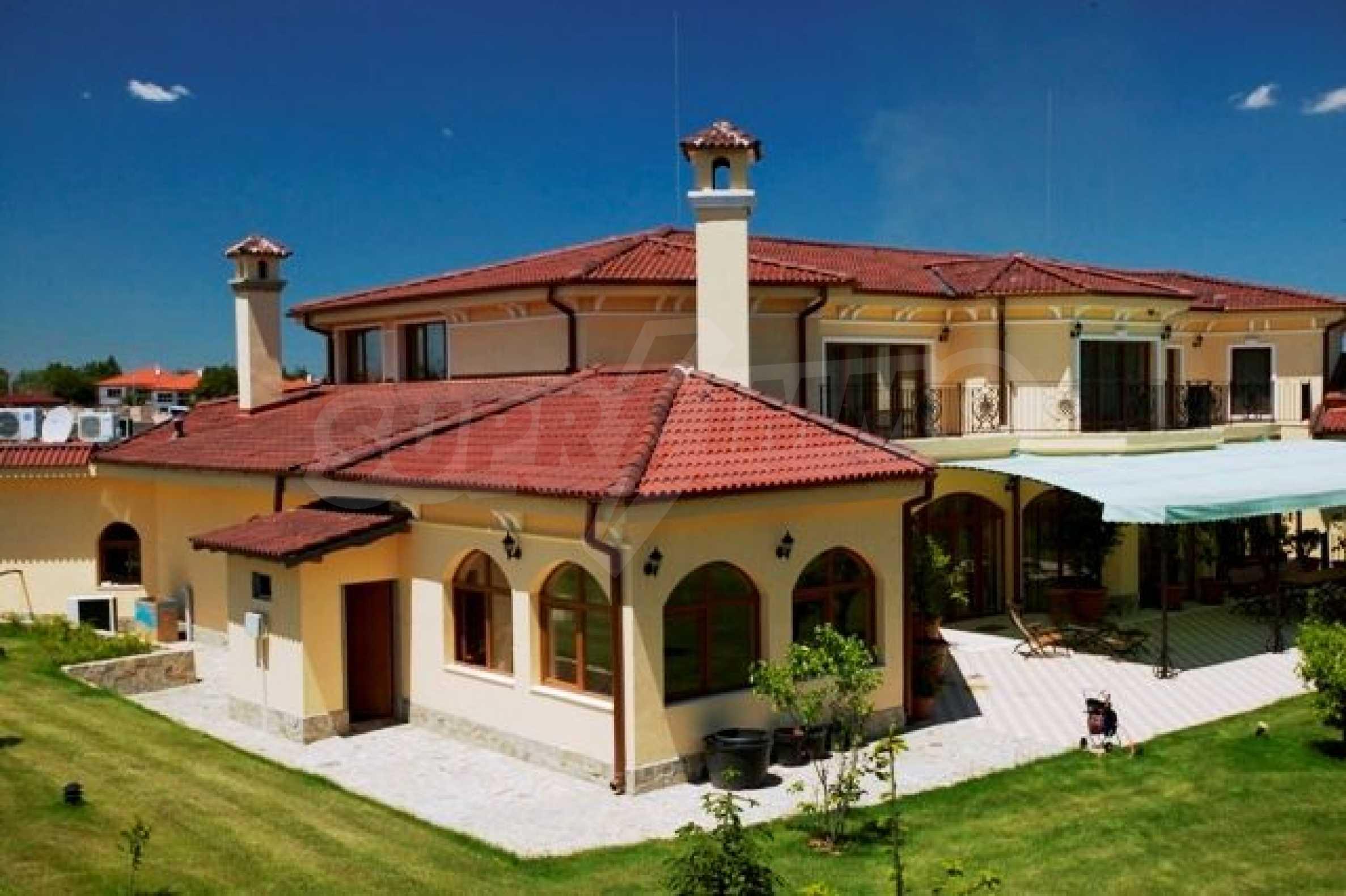 Великолепно имение с басейн и градина във френския стил прованс 1