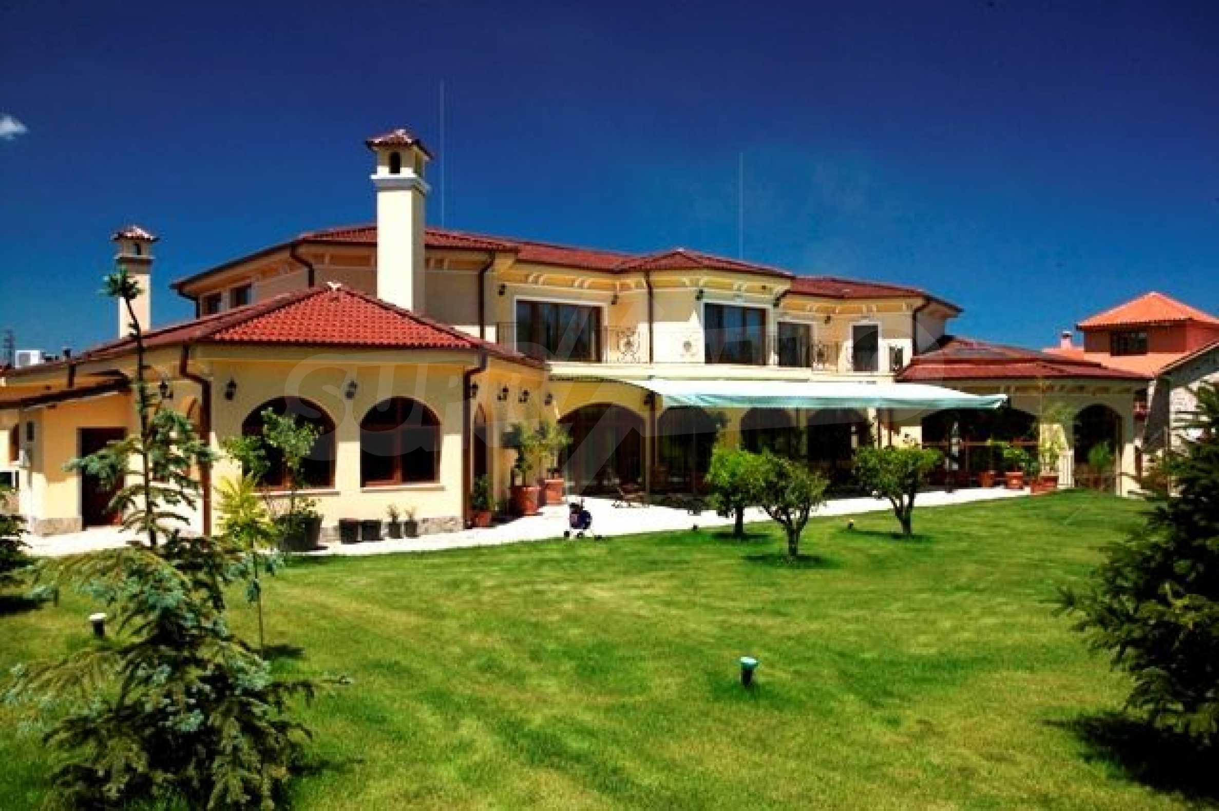 Великолепно имение с басейн и градина във френския стил прованс 22