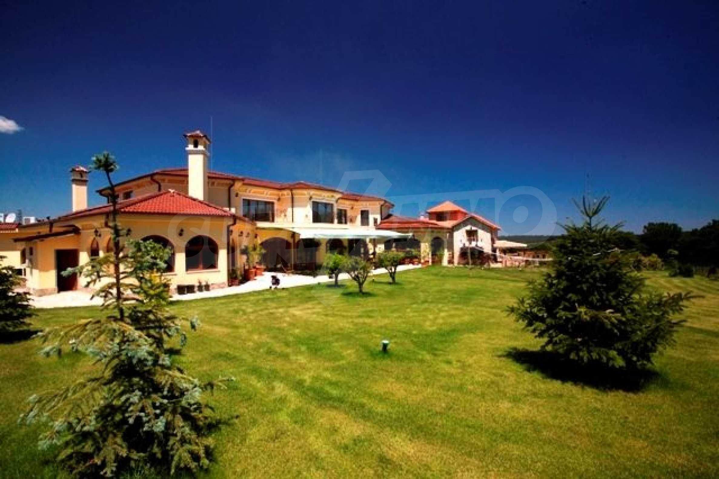 Великолепно имение с басейн и градина във френския стил прованс 23