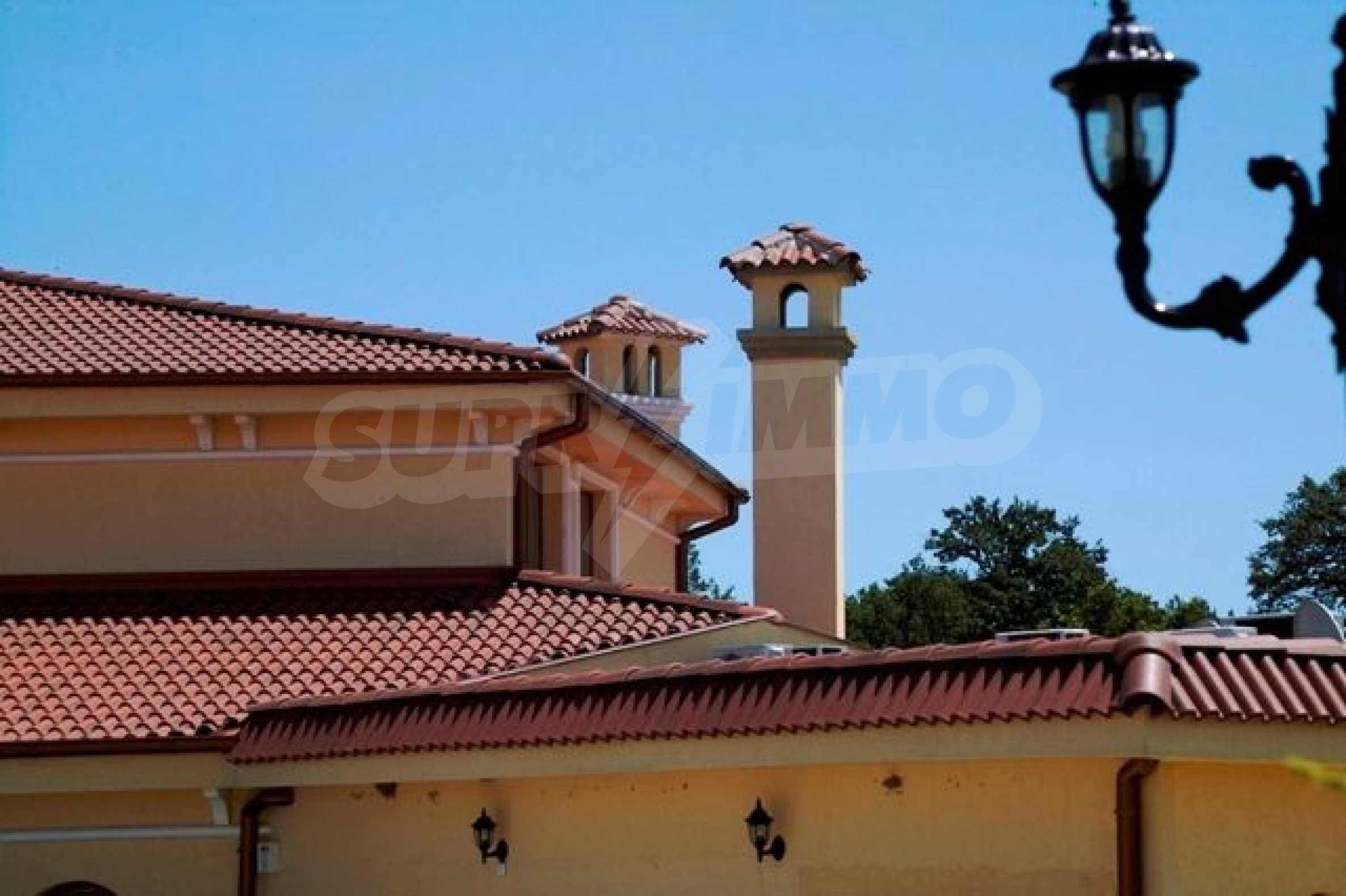 Великолепно имение с басейн и градина във френския стил прованс 24