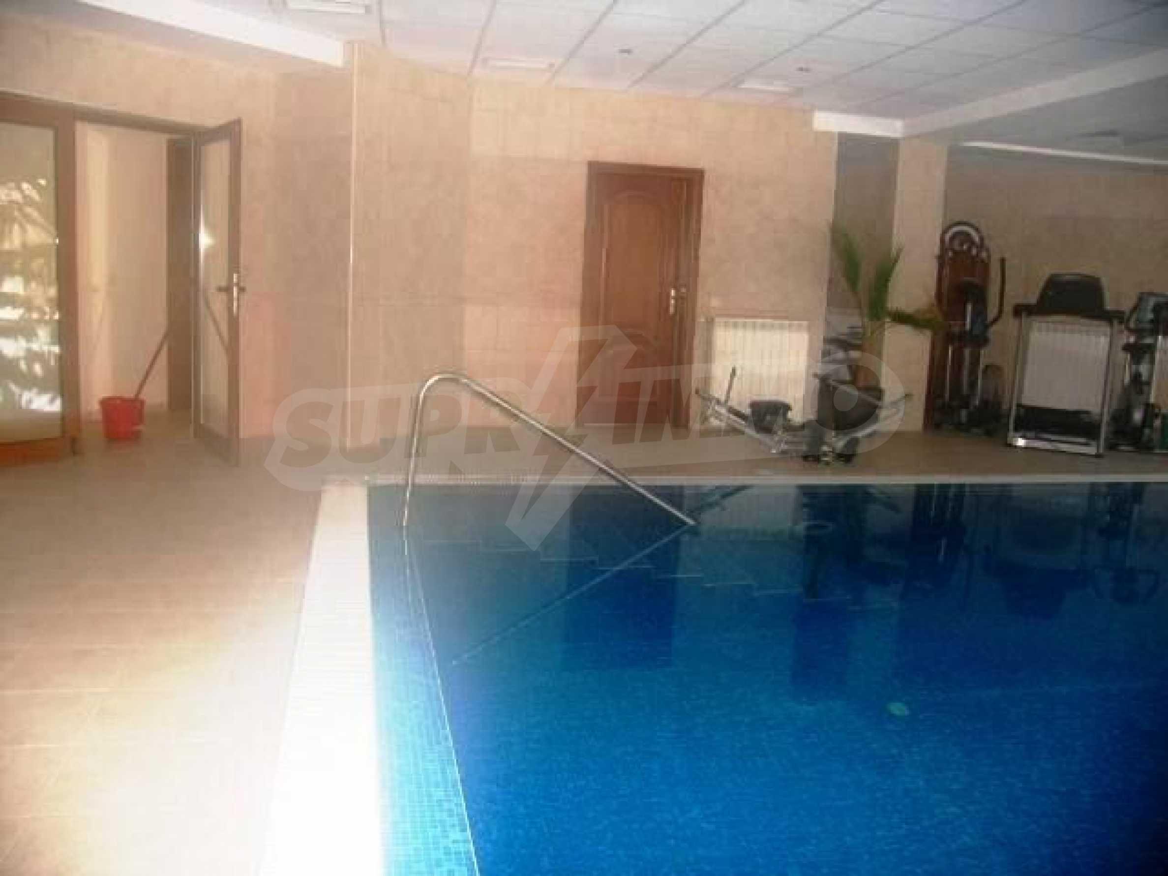 Великолепно имение с басейн и градина във френския стил прованс 32