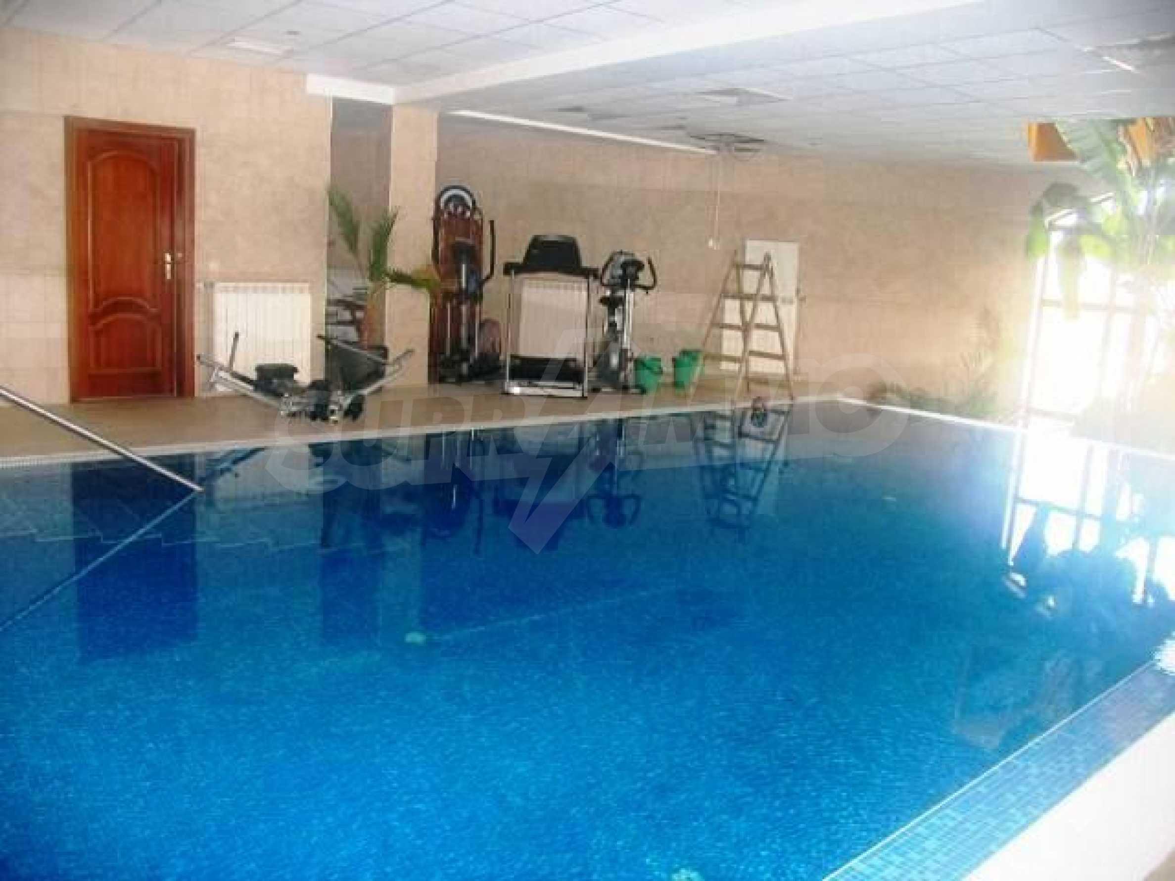 Великолепно имение с басейн и градина във френския стил прованс 33