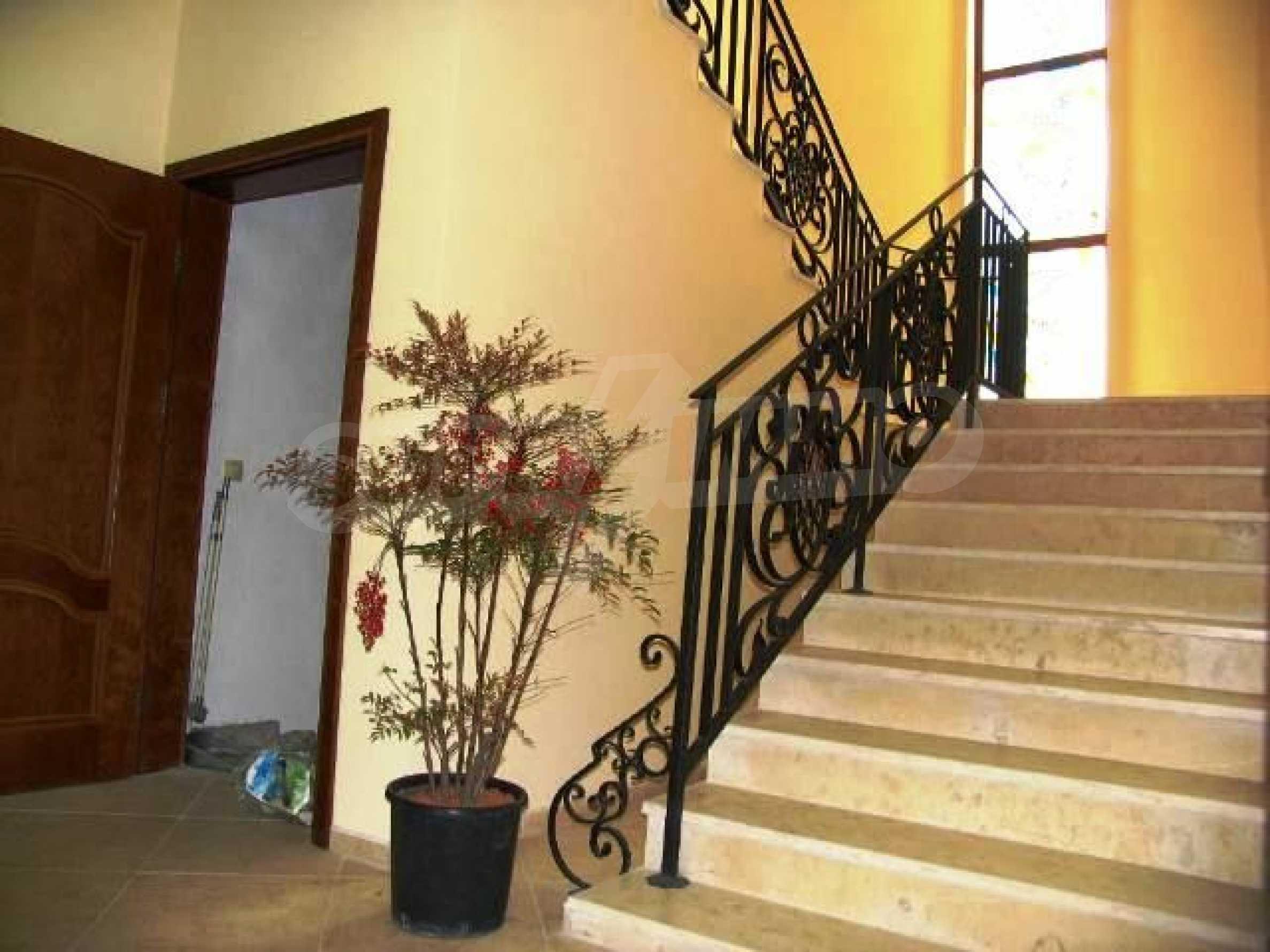 Великолепно имение с басейн и градина във френския стил прованс 37