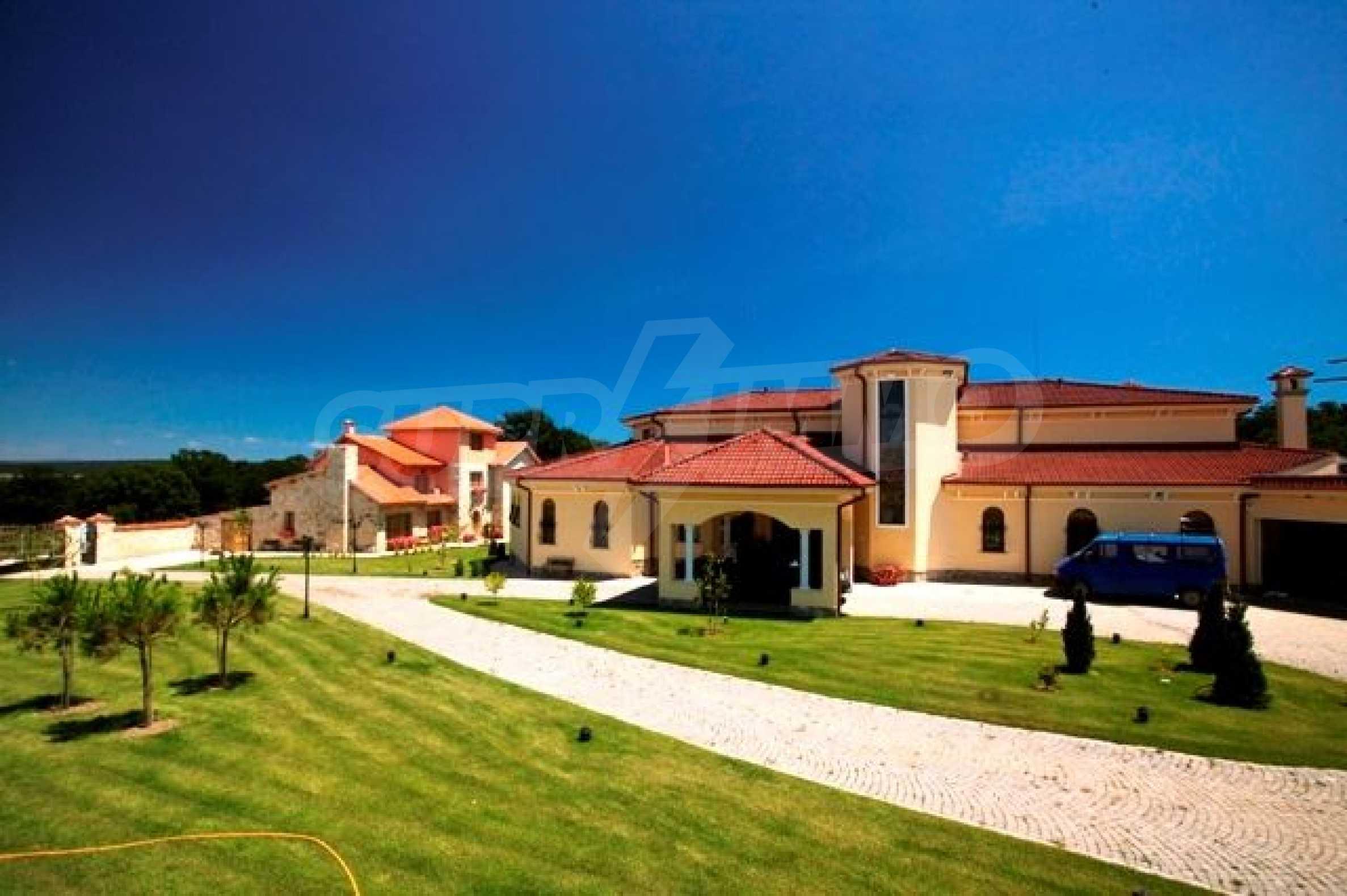 Великолепно имение с басейн и градина във френския стил прованс 7