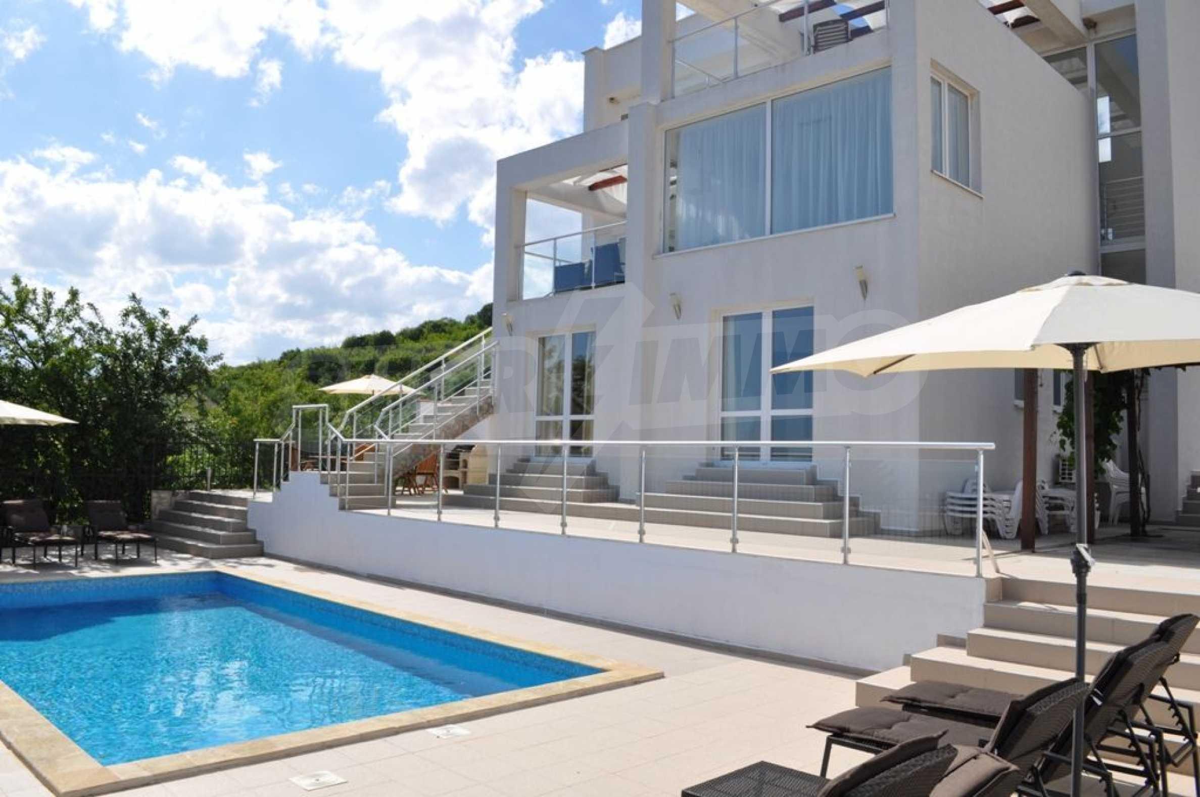 Luxusvilla mit 4 Schlafzimmern zu vermieten in der Nähe des Resorts. Albena