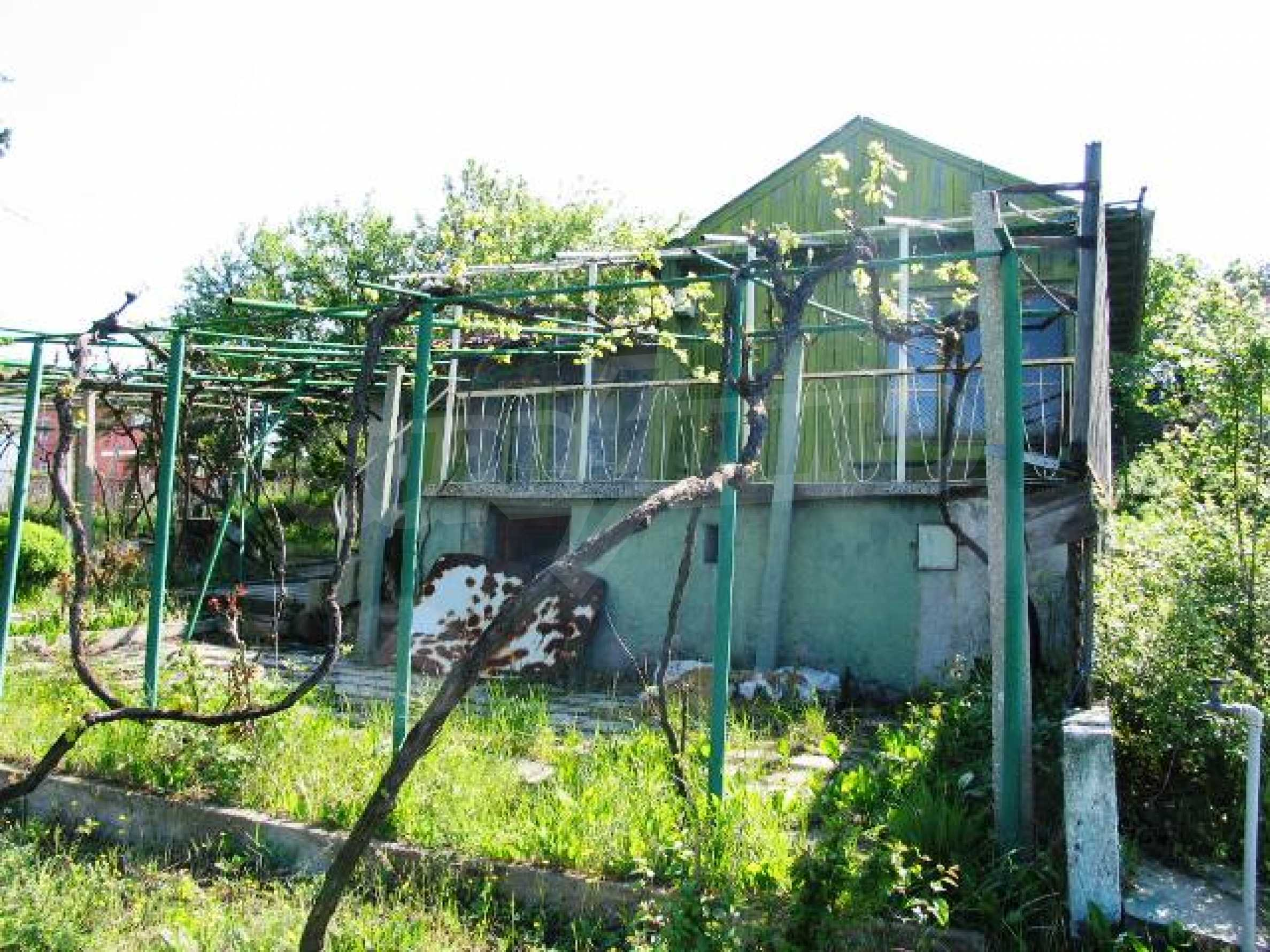 Well-sized house with plot of land close to Varna and the sea  18