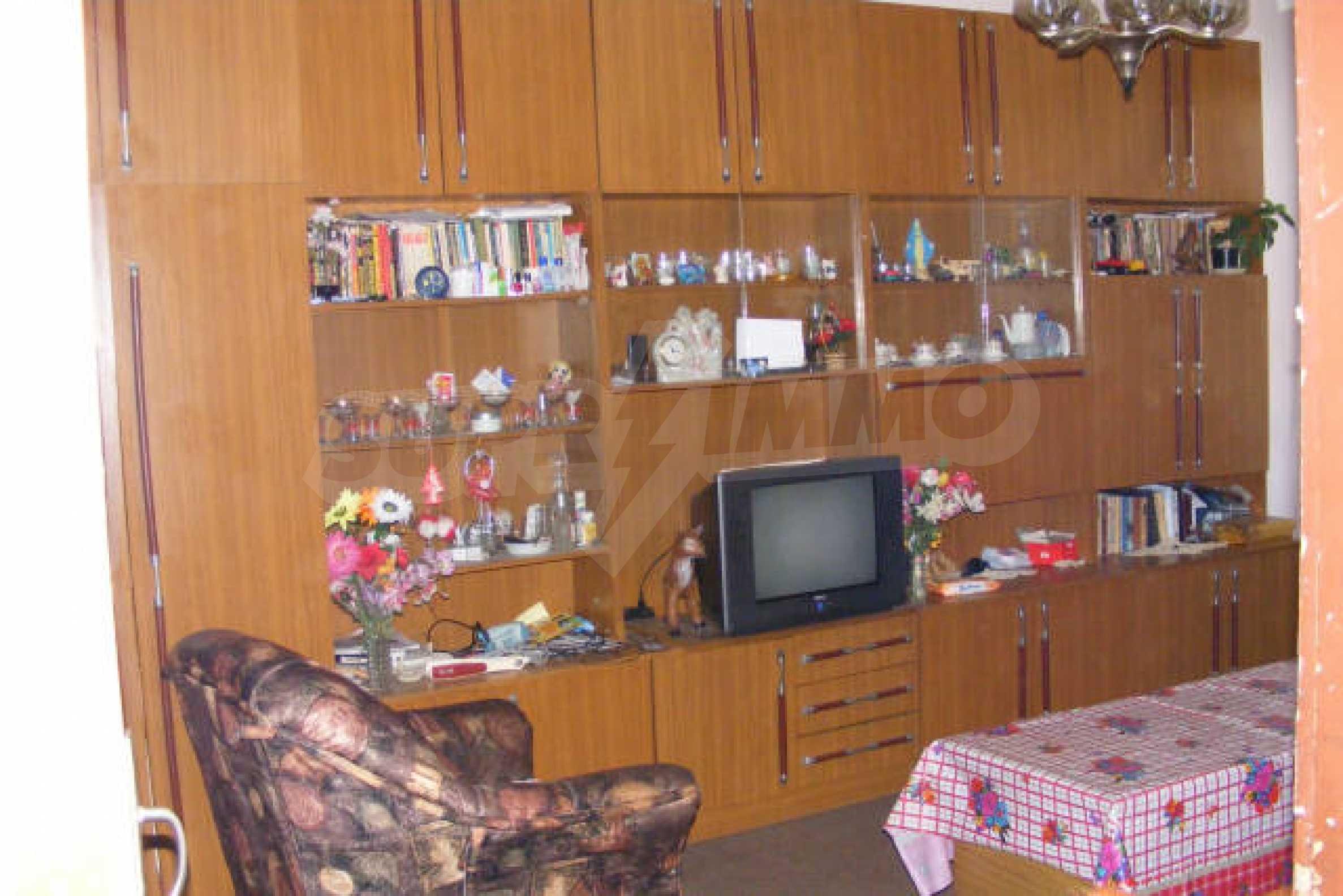 Трехкомнатная квартира в г. Монтана 1