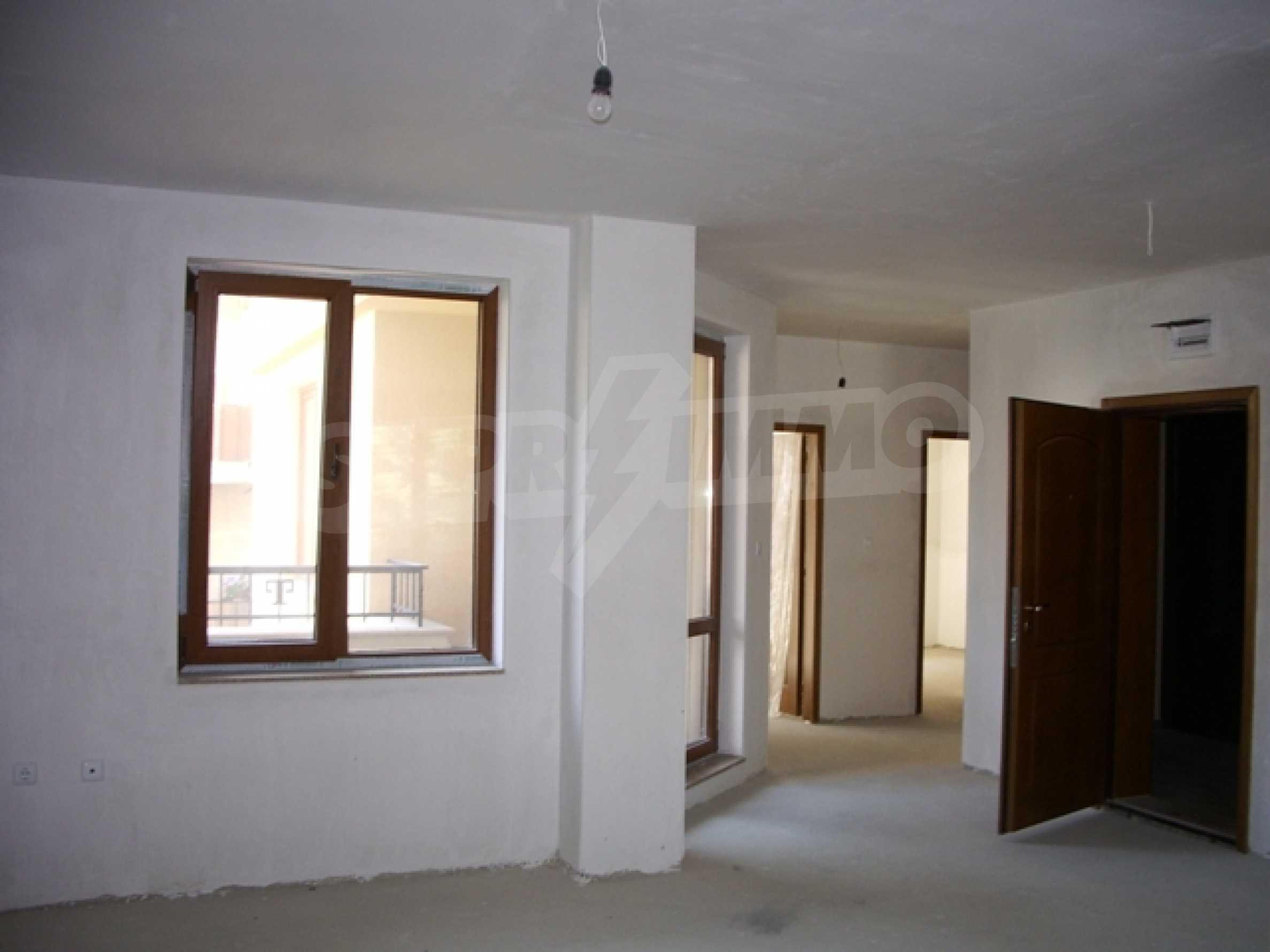 Апартаменти и офис в стилна сграда 11