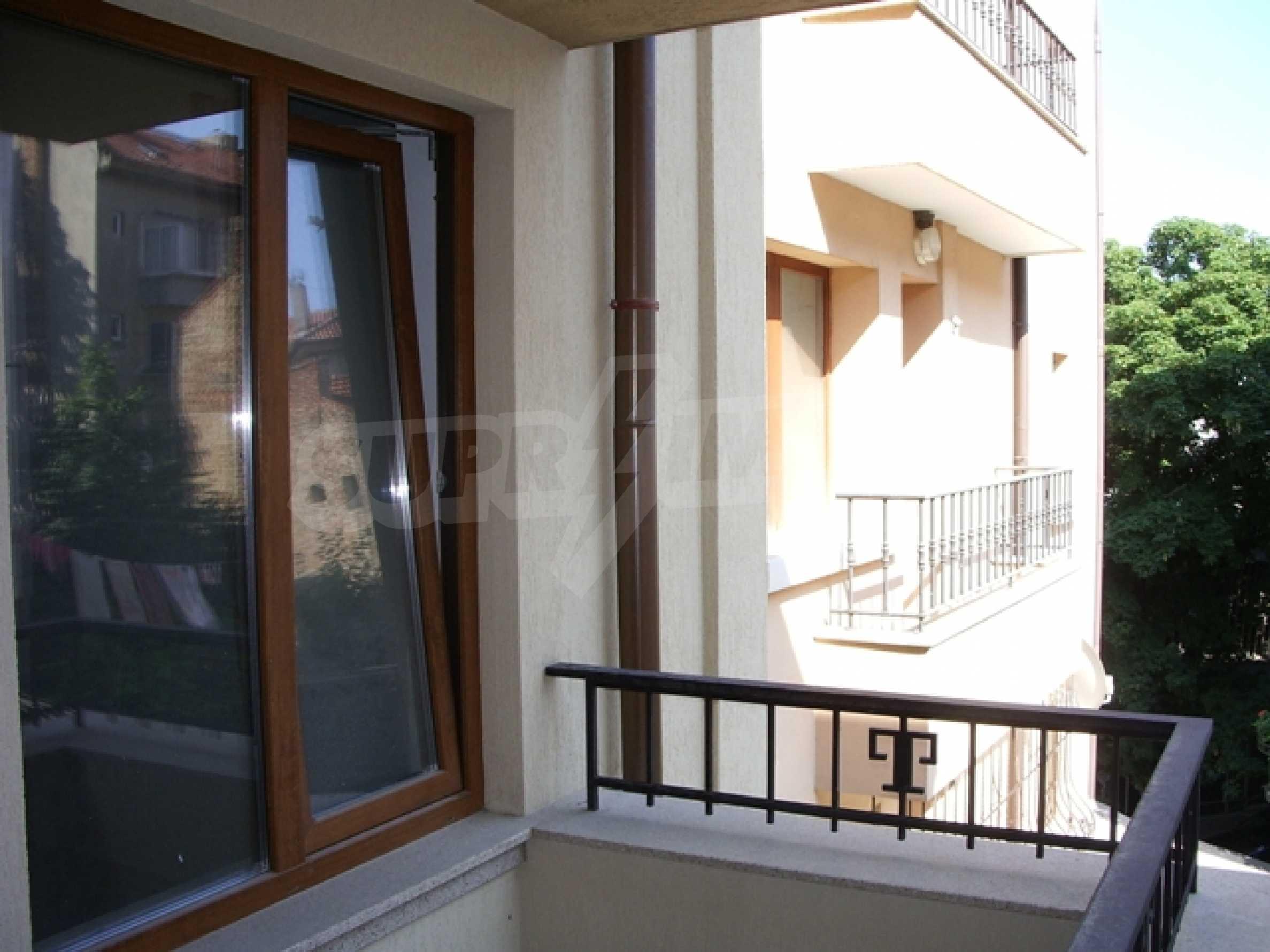 Апартаменти и офис в стилна сграда 14