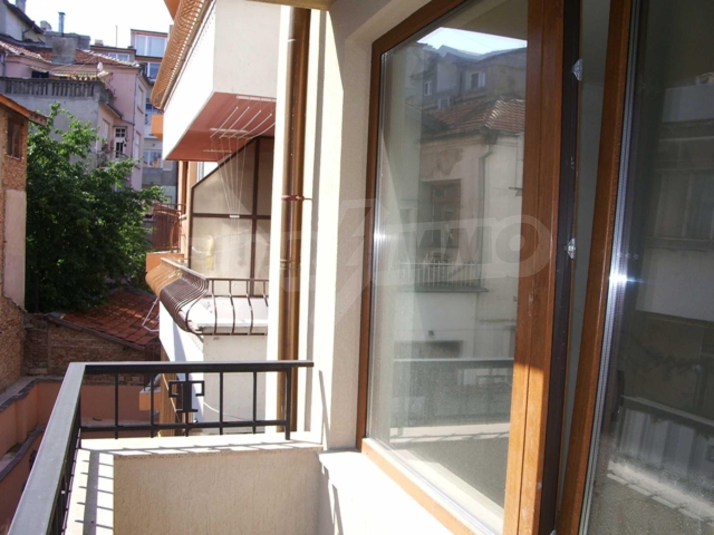 Апартаменти и офис в стилна сграда 15