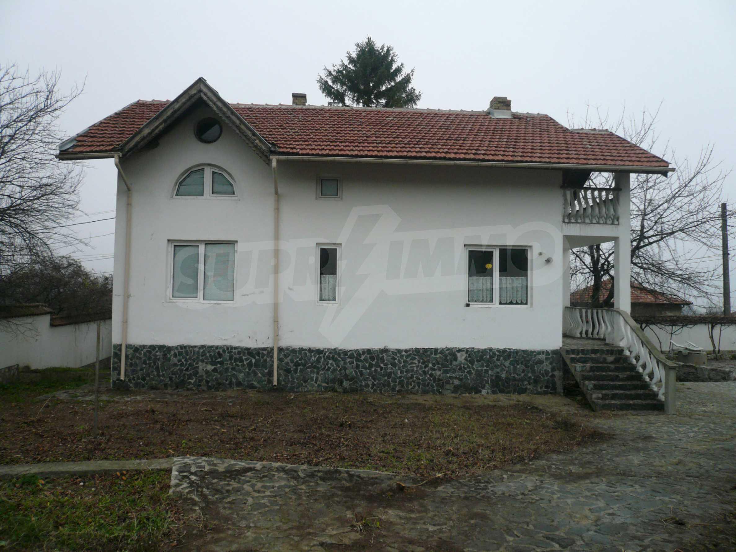 Голяма двуетажна къща близо до Видин 10