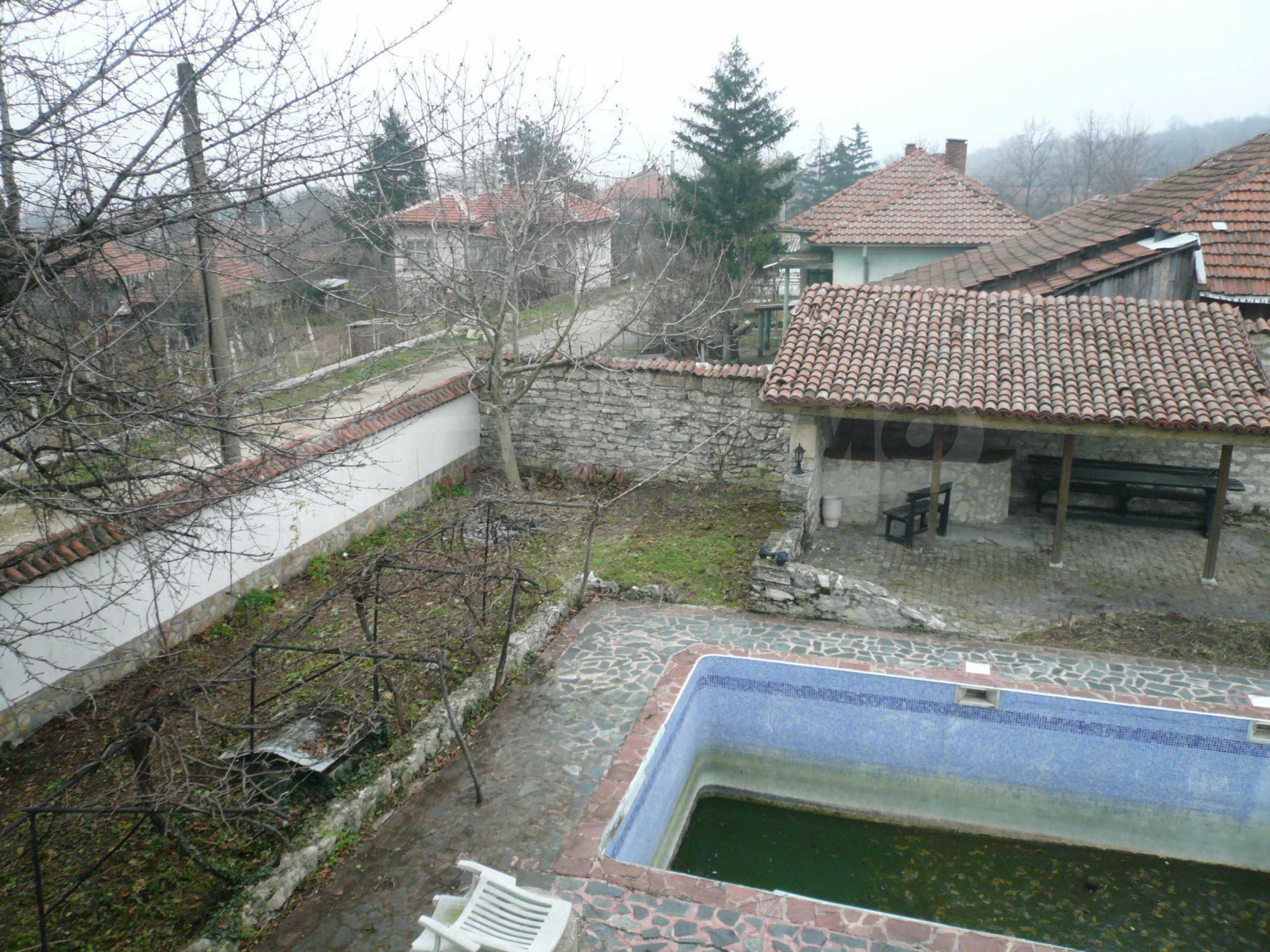 Голяма двуетажна къща близо до Видин 31